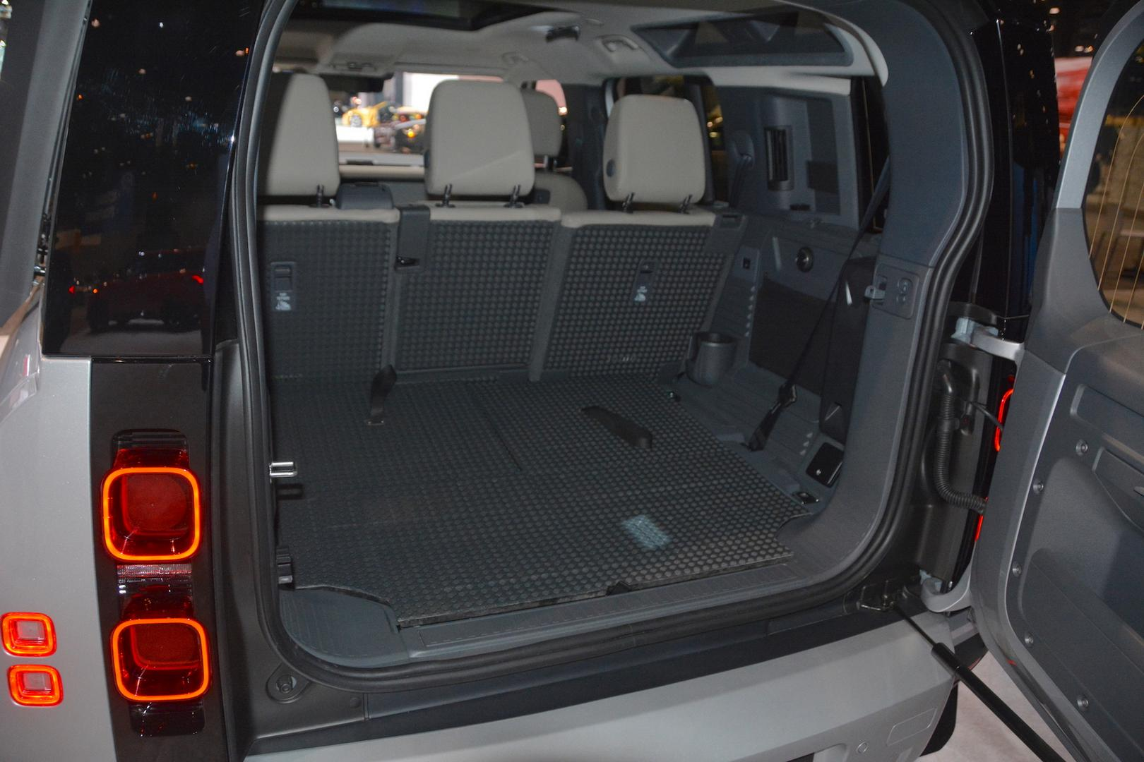 2020 Land Rover Defender Trunk