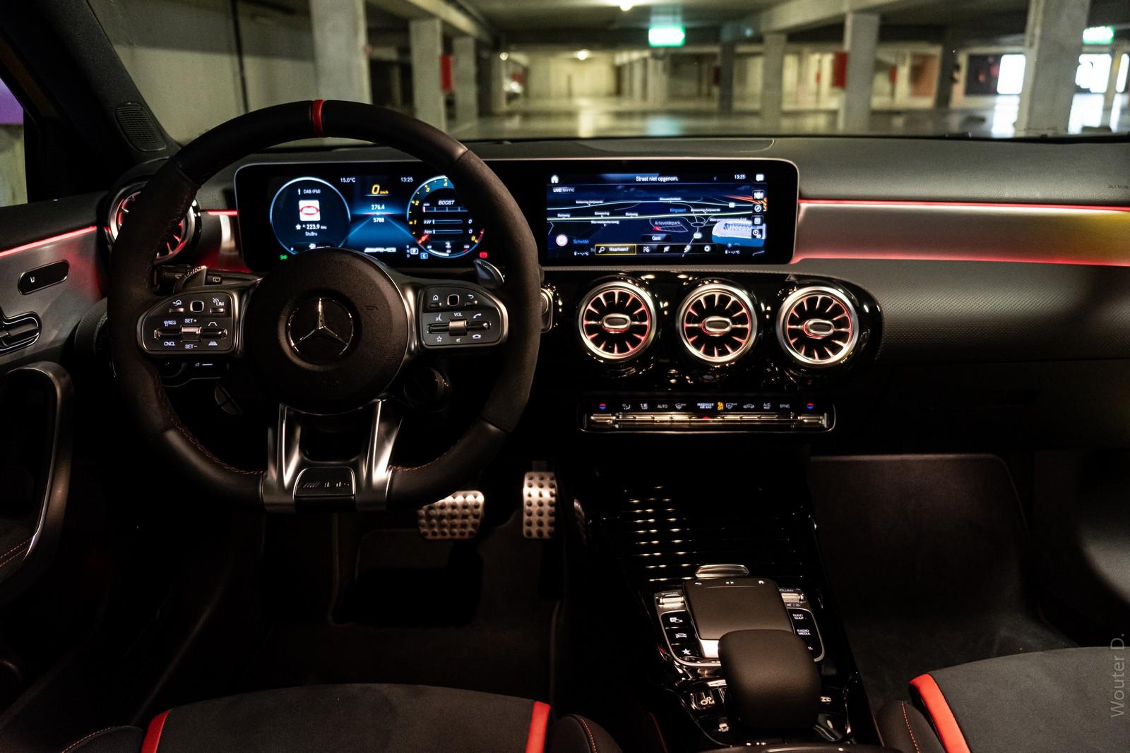 Mercedes-AMG A45 S Screen
