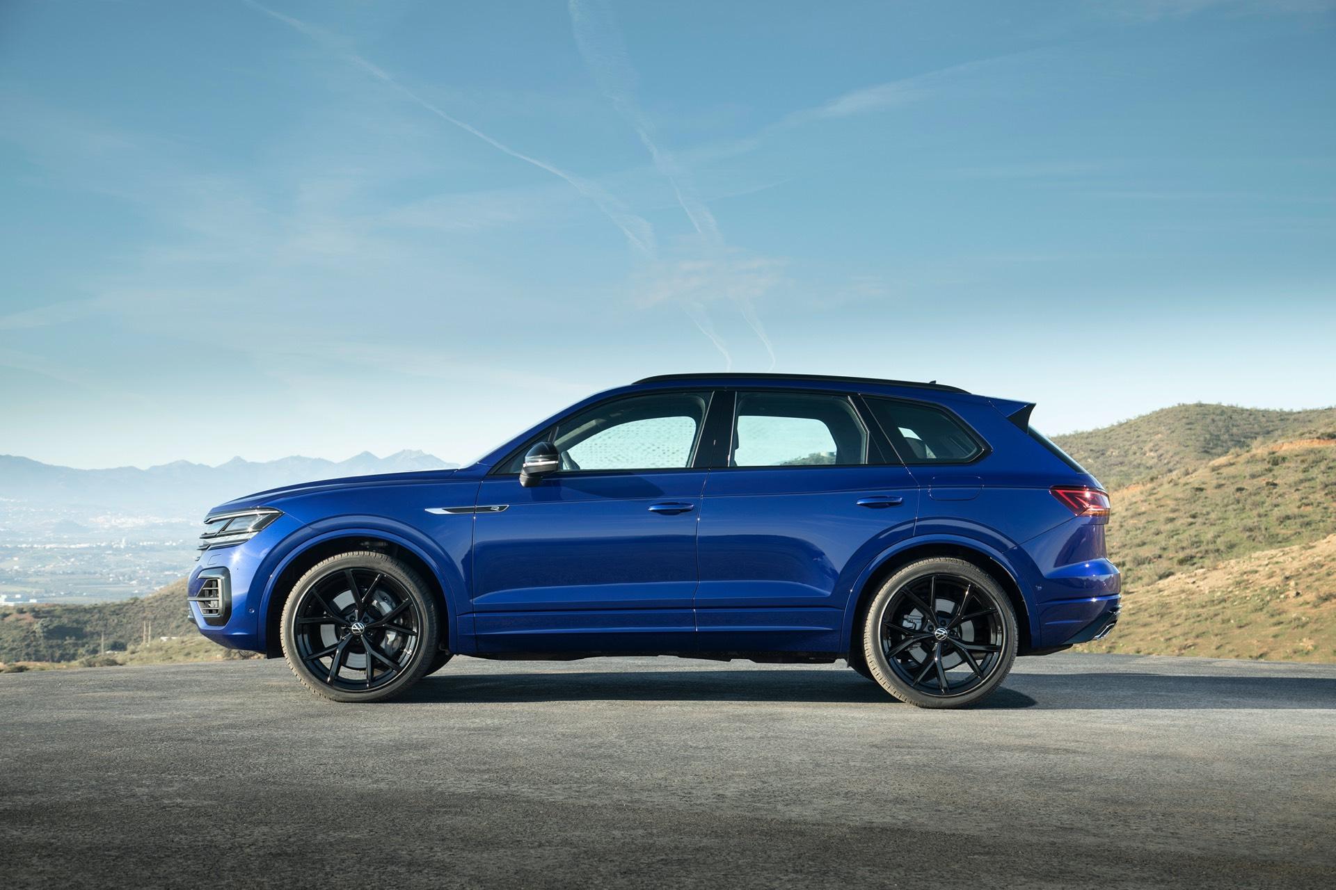 Volkswagen Toureg R Premieres With Hybrid Technology
