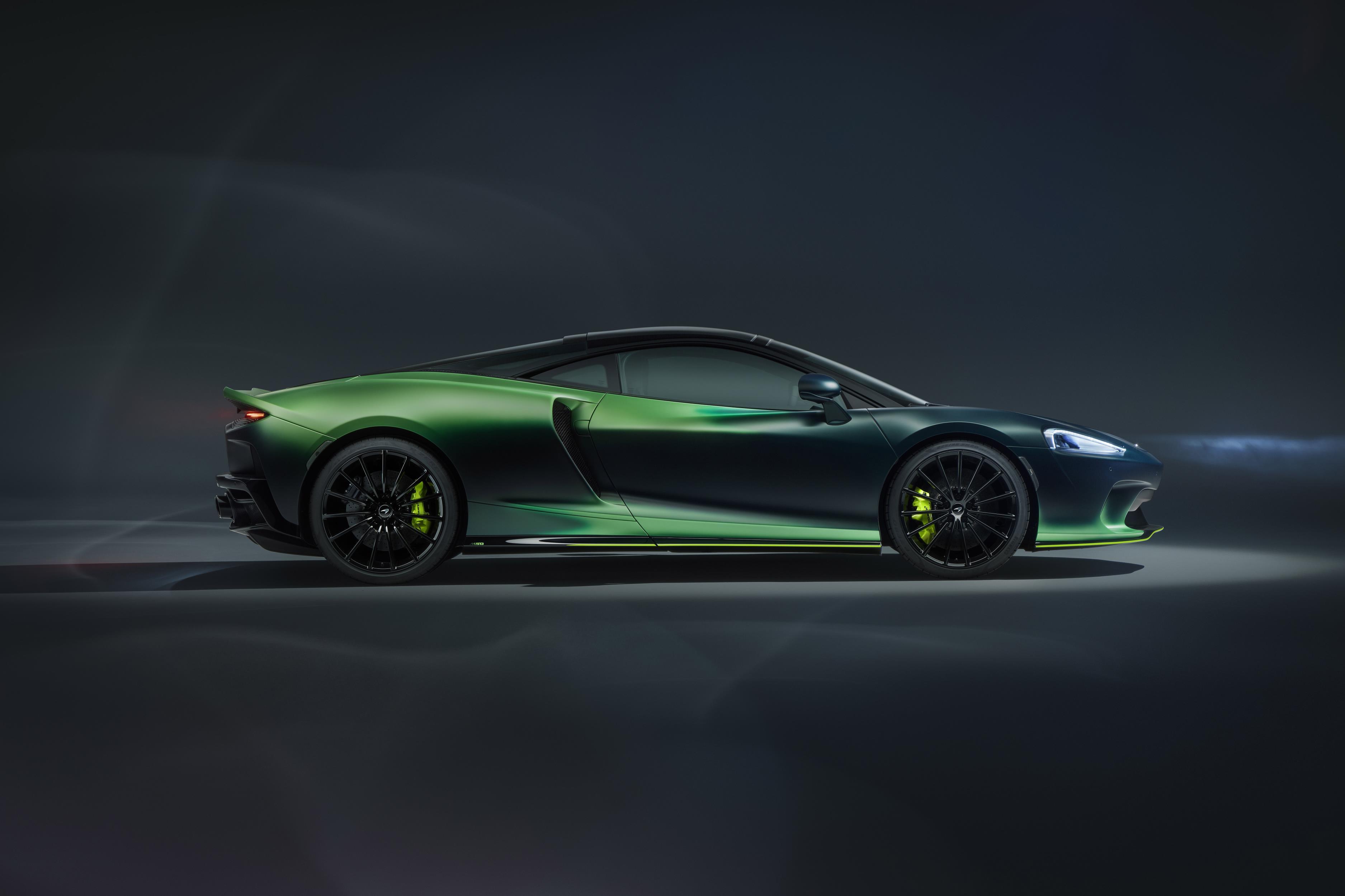 McLaren GT Verdant Theme Side