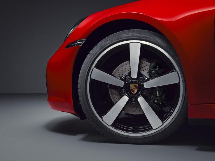 Porsche 992 Targa 4 Wheels