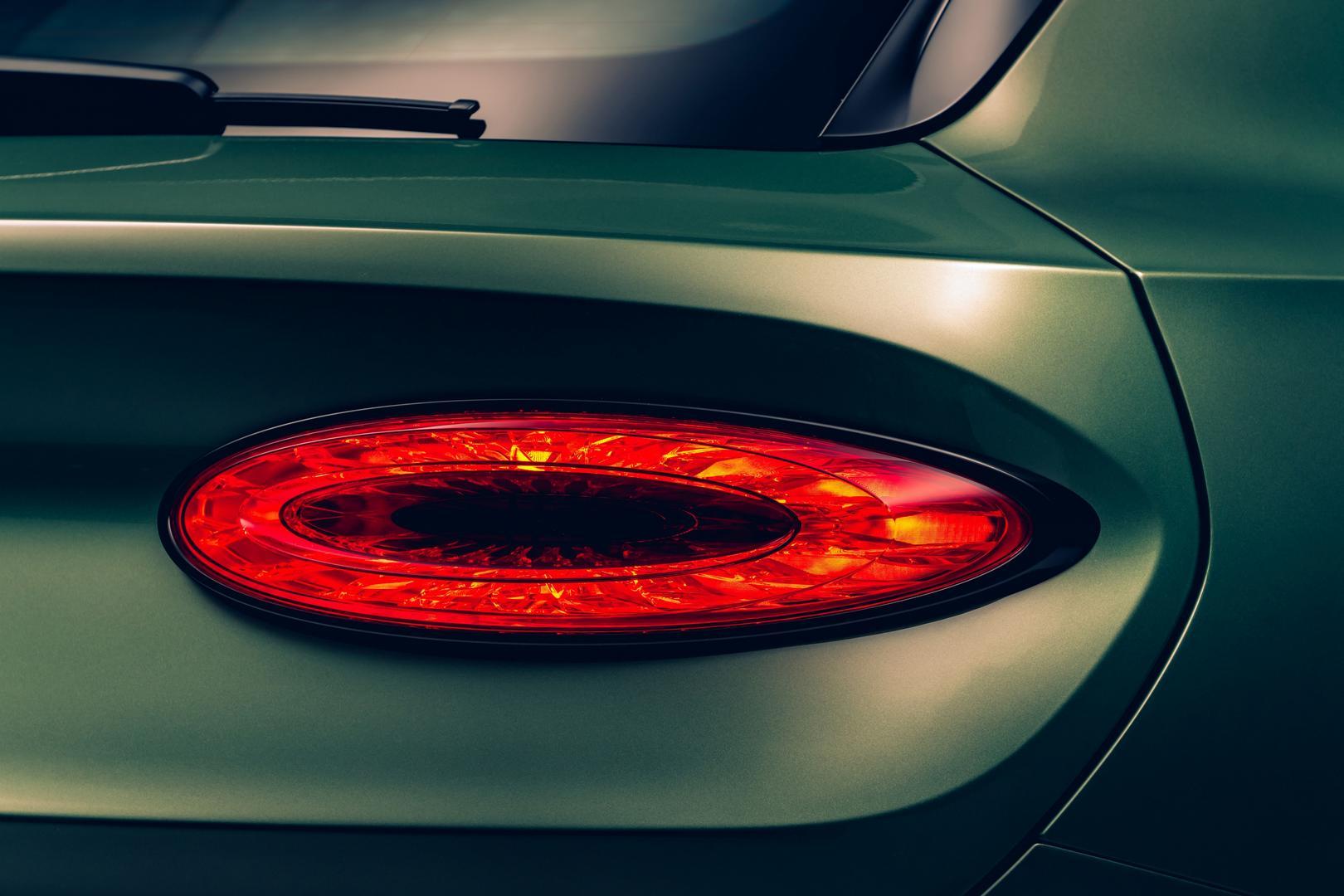 2021 Bentley Bentayga Tail light