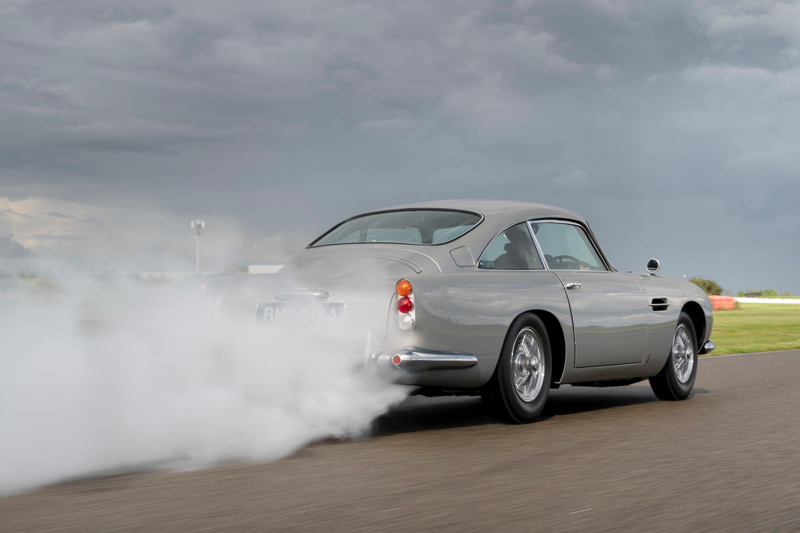 Aston Martin DB5 Burnout