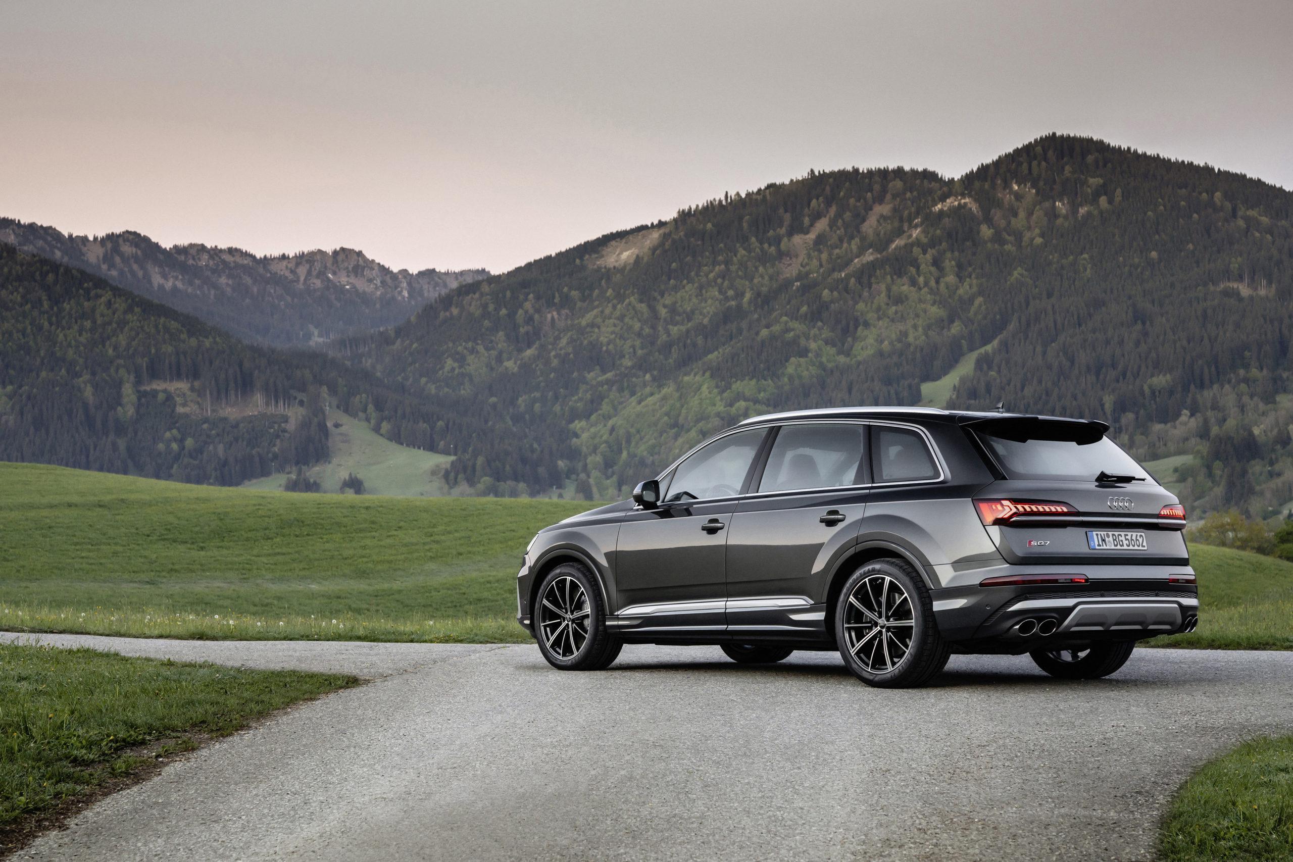 Audi SQ7 Petrol Side