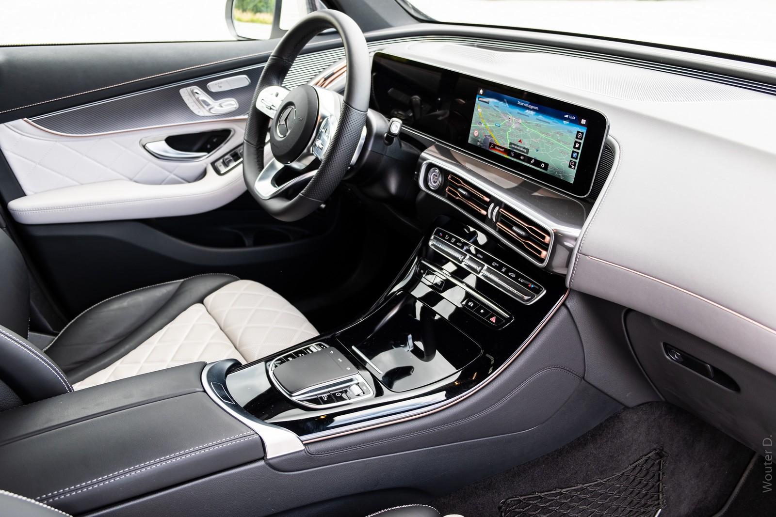 Mercedes-Benz EQC 400 Cabin