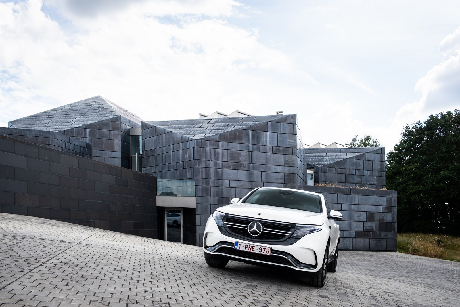 Mercedes-Benz EQC 400 Front