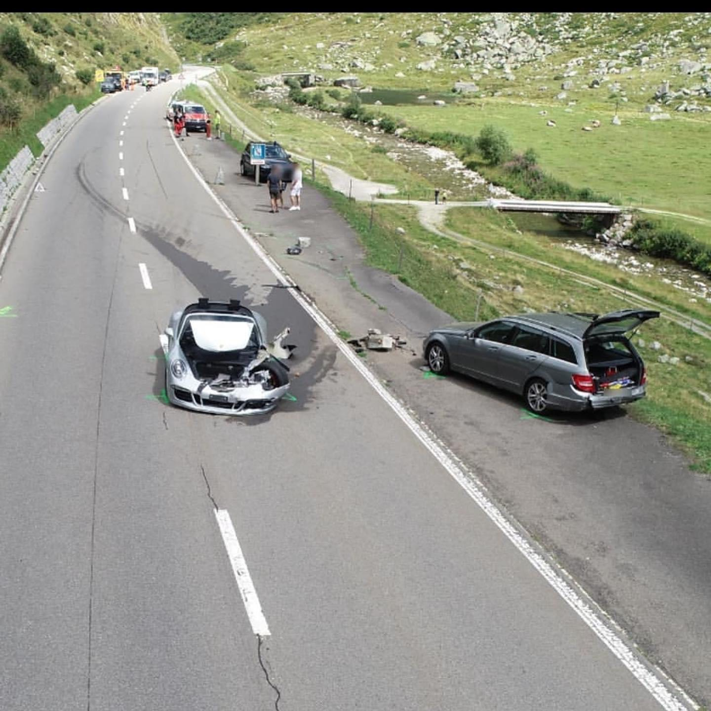 Bugatti Chiron Porsche 911 Crash