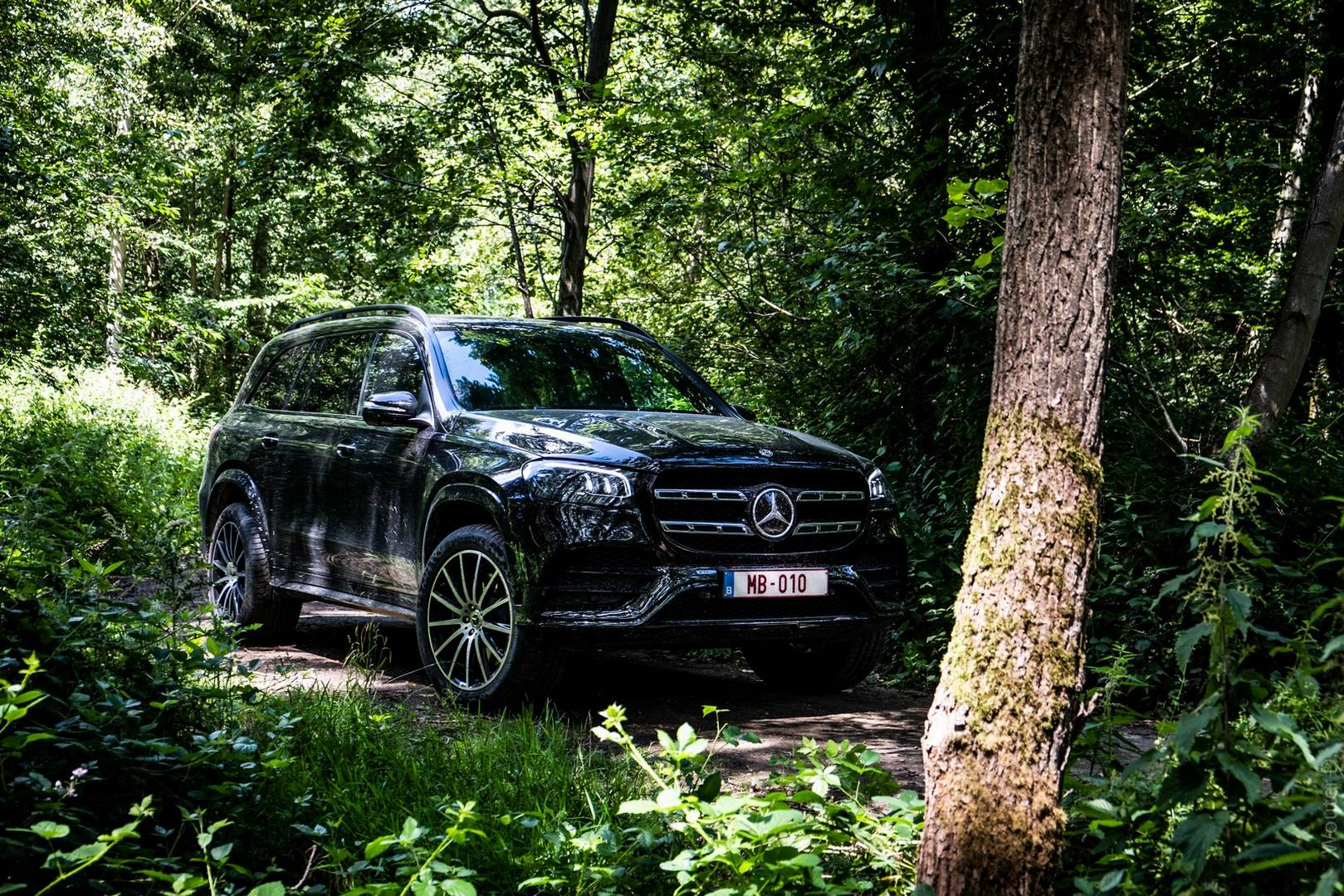 Black Mercedes-Benz GLS 400d