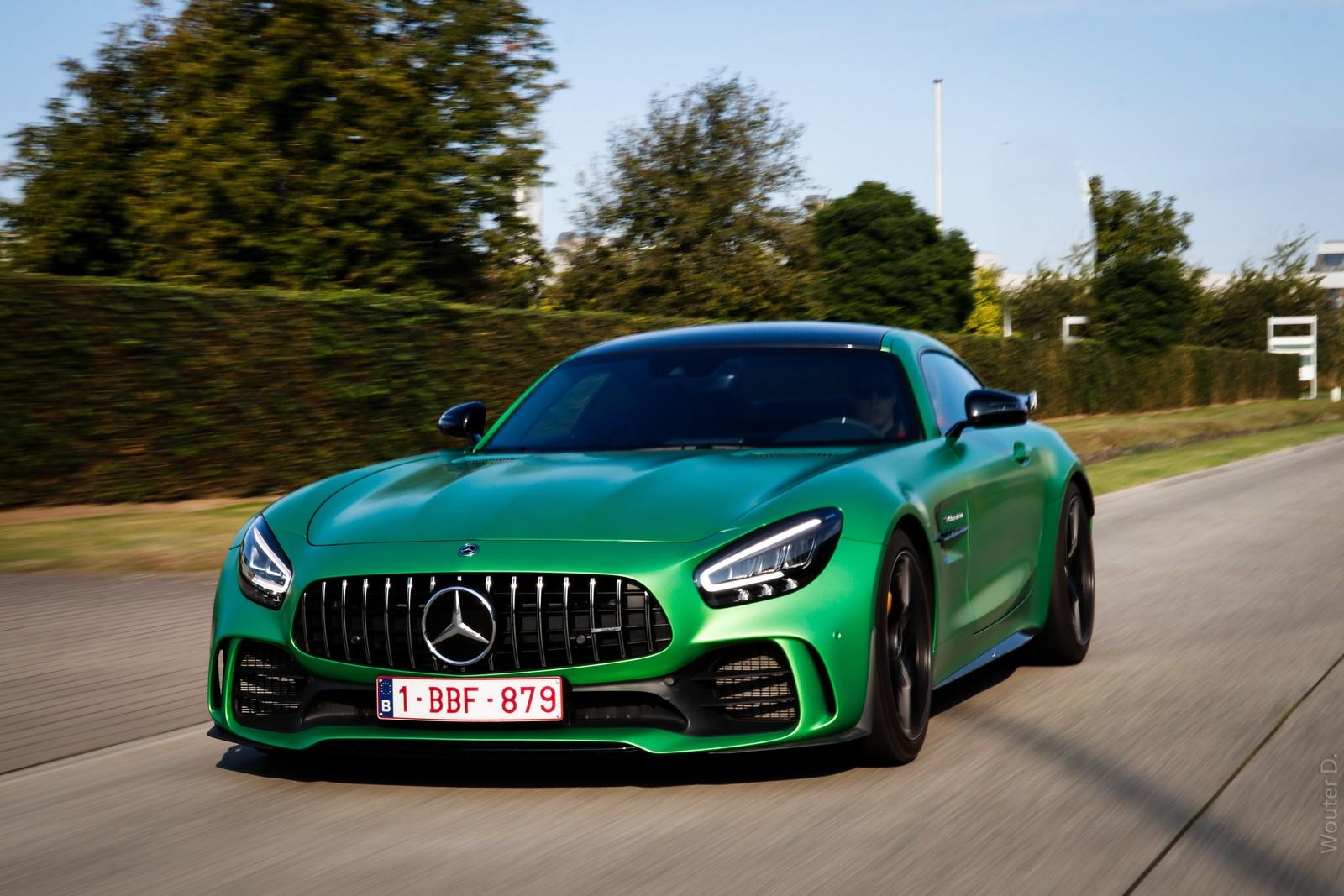 Green Mercedes AMG GT-R