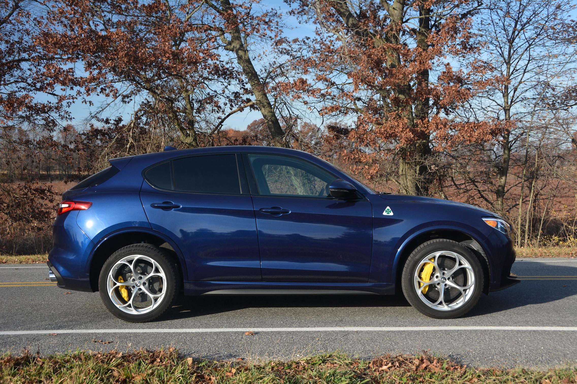 Alfa Romeo Stelvio QV Side