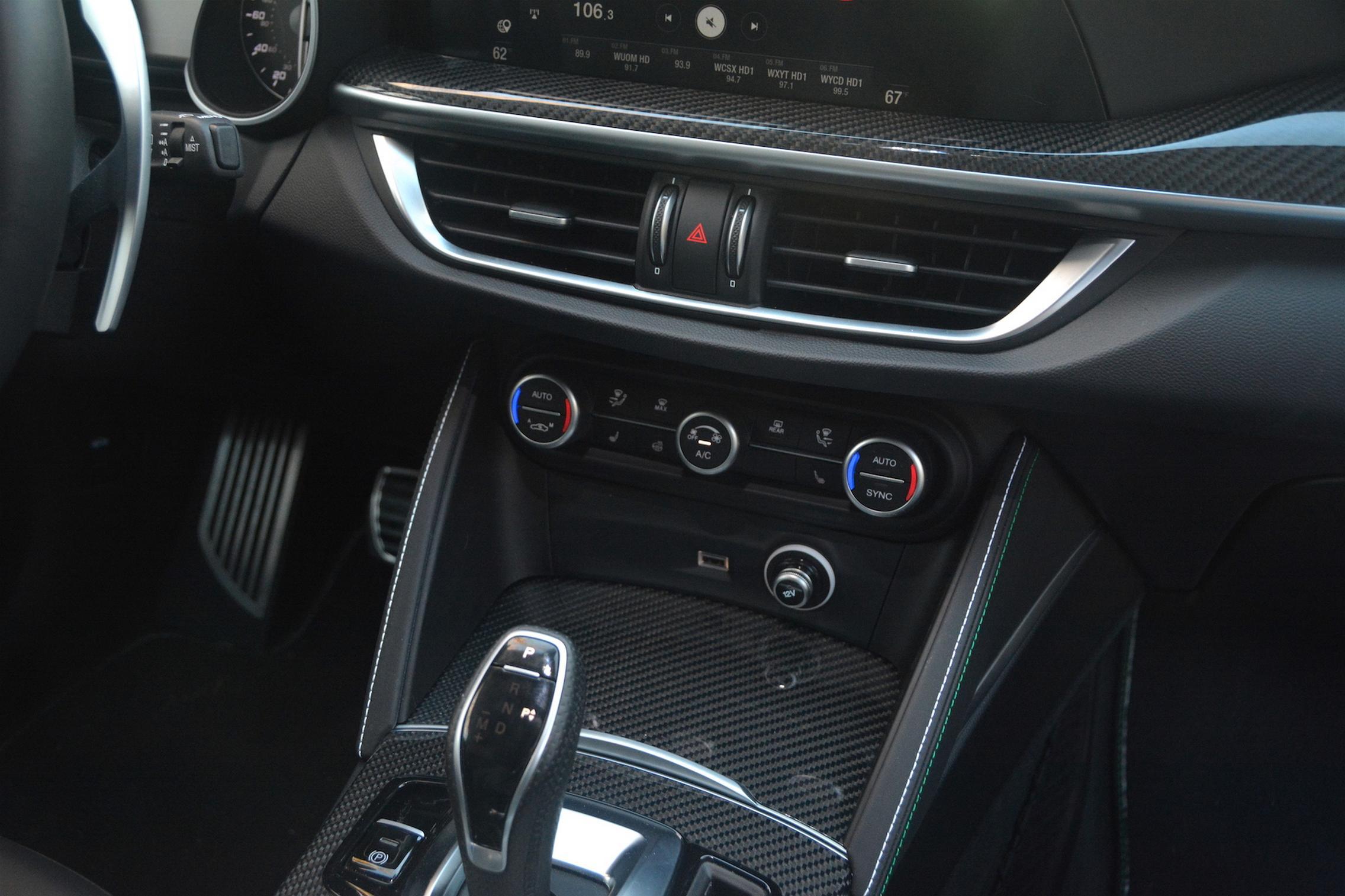 Alfa Romeo Stelvio QV Gear Center Console