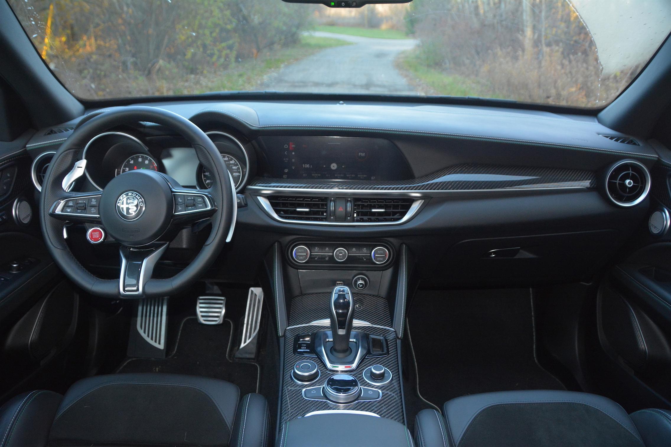 Alfa Romeo Stelvio QV Cockpit