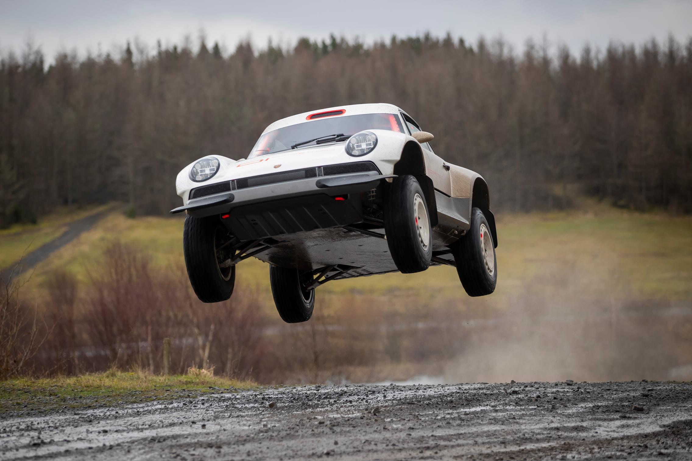 Porsche 911 Safari jump
