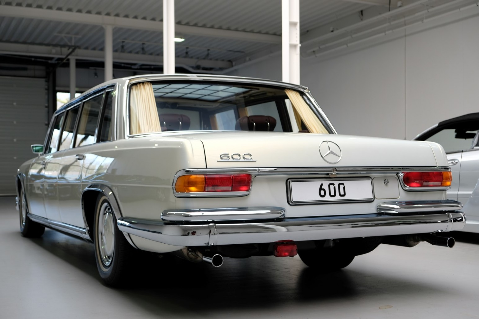 Mercedes-Benz 600 Pullman rear