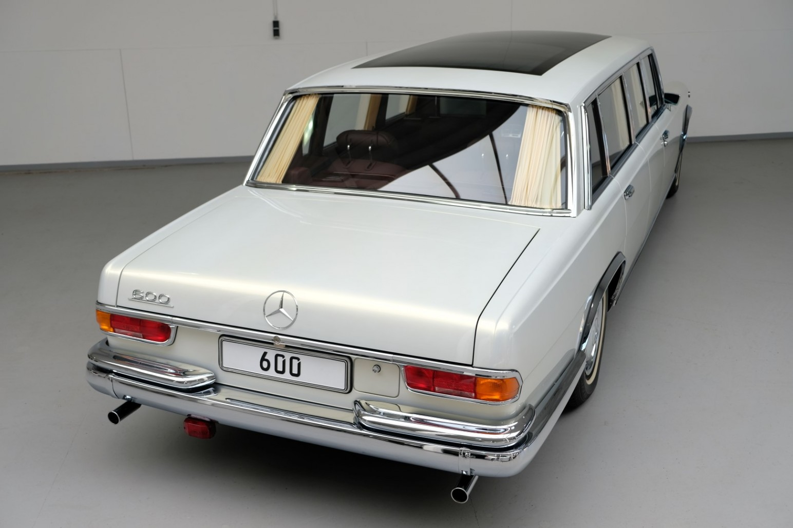 Mercedes-Benz 600 Pullman top