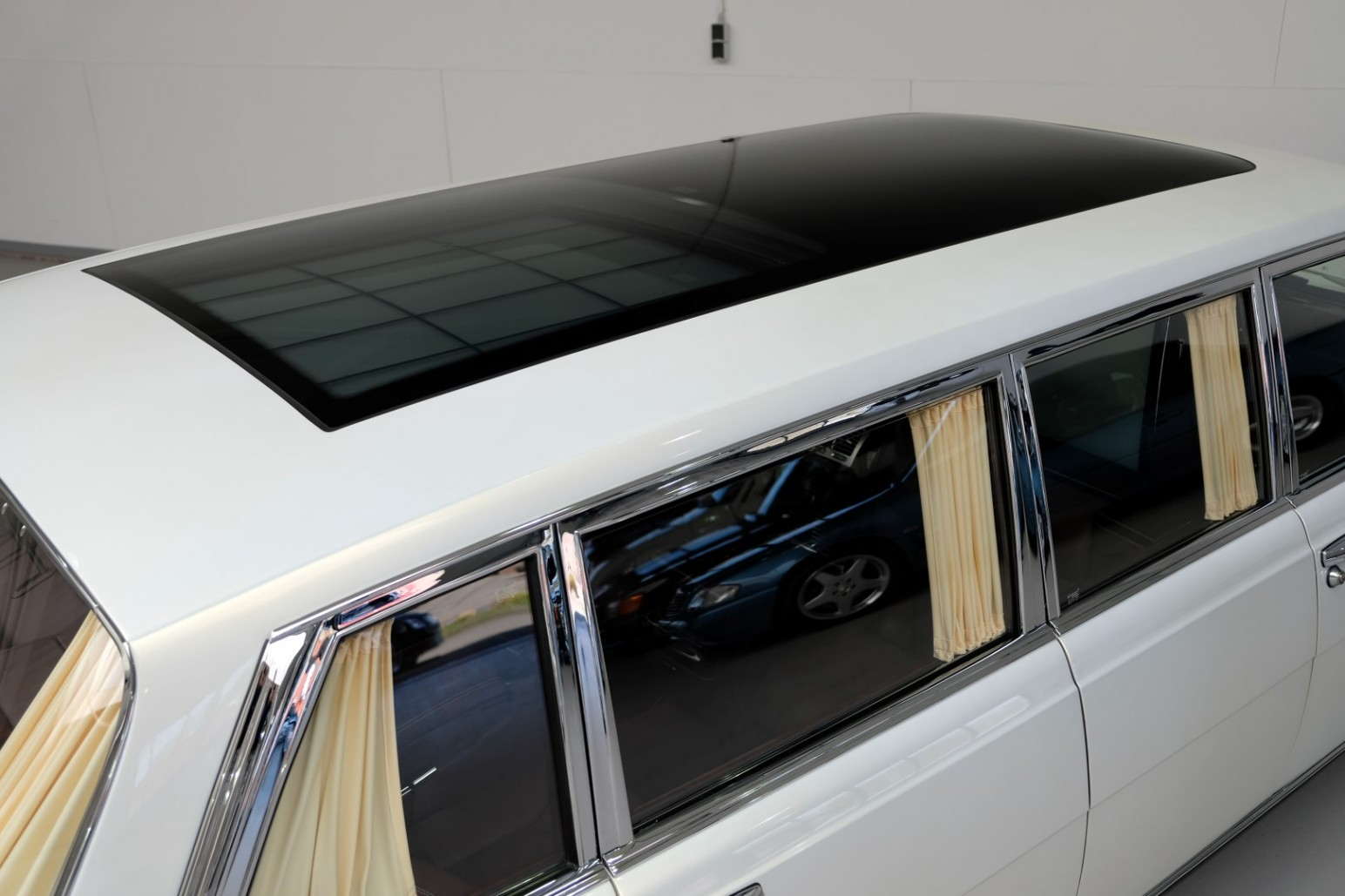 Mercedes-Benz Pullman Panoramic Roof