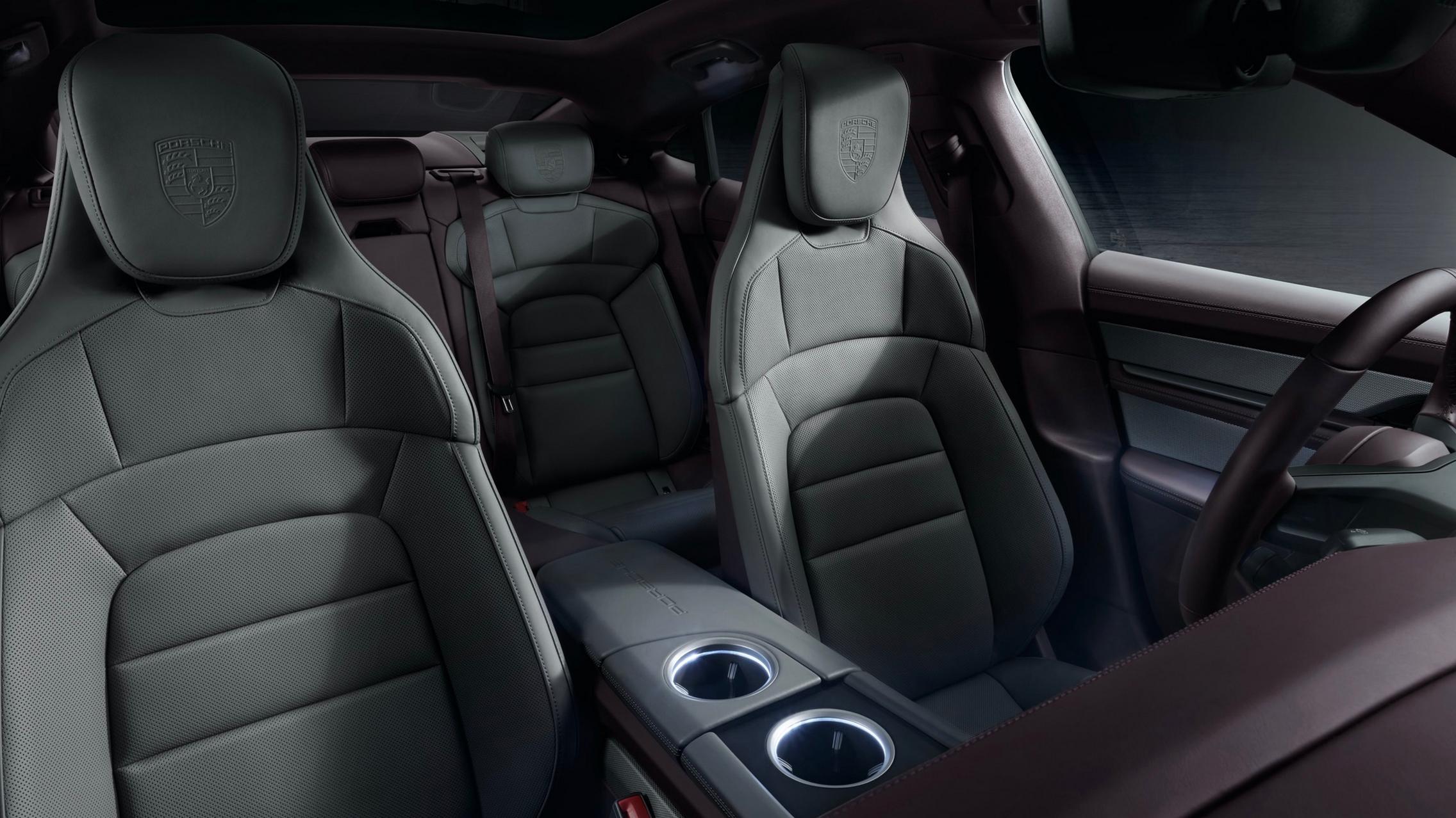 Porsche Taycan RWD seats