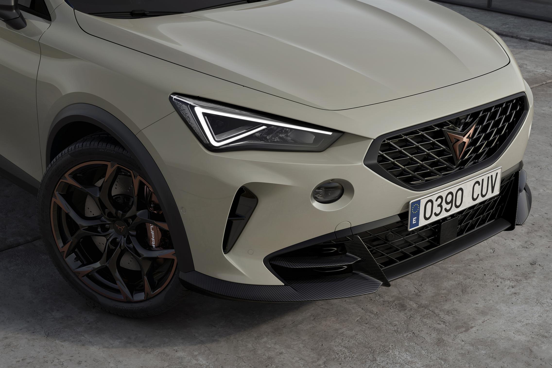 Cupra Formentor VZ5 headlights