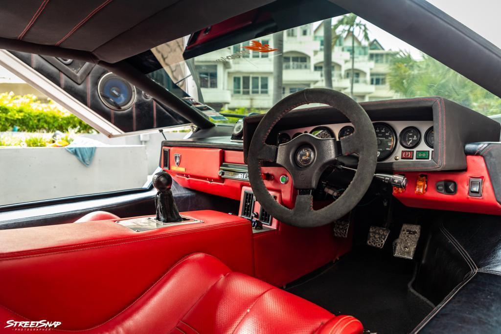 Lamborghini Countach Replica cockpit