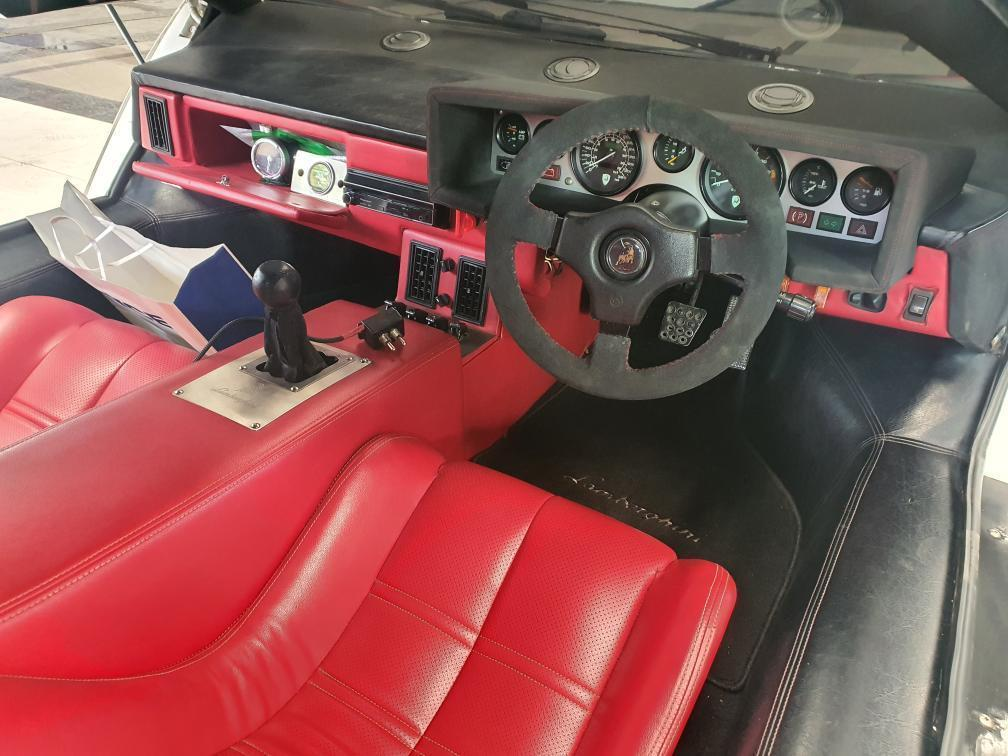 Lamborghini Countach Replica interior