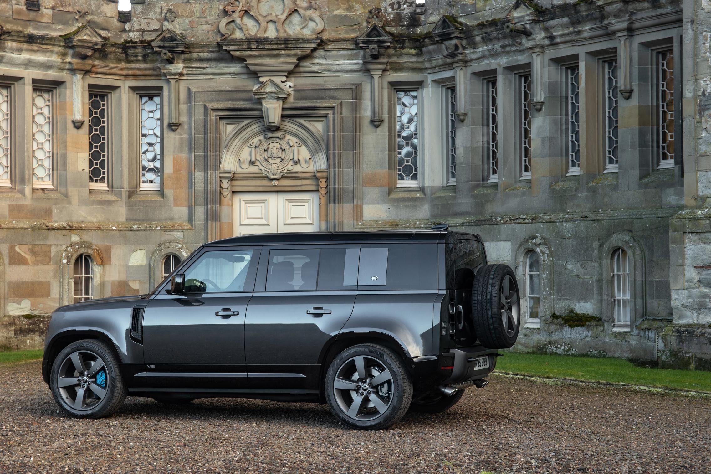 Land Rover Defender 110 V8 side