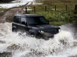 Land Rover Defender 90 V8 off road