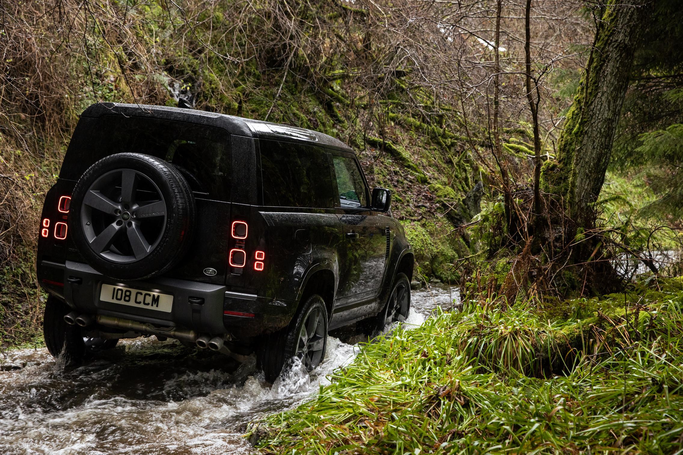 Land Rover Defender 90 V8 rear
