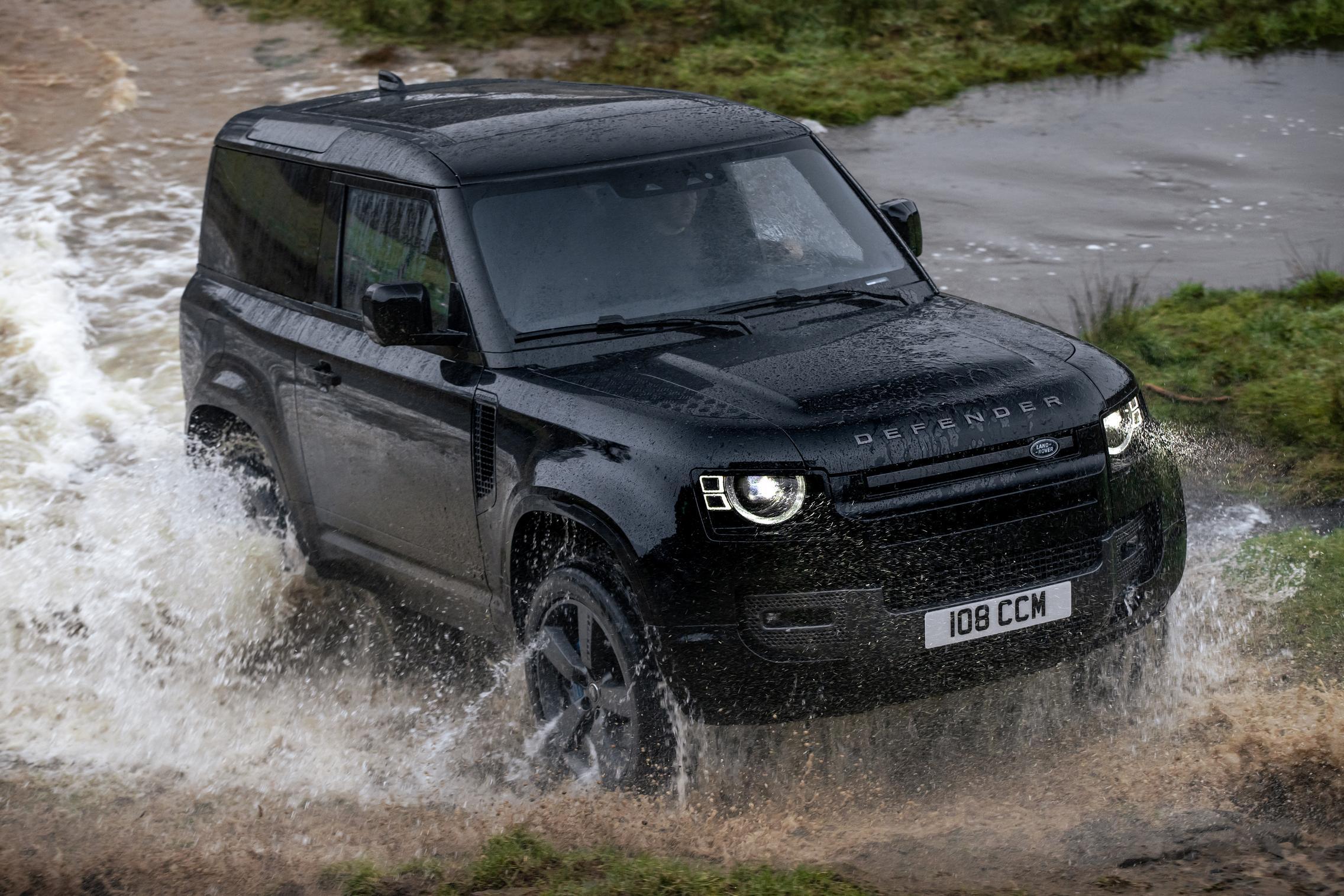 Land Rover Defender 90 V8 water