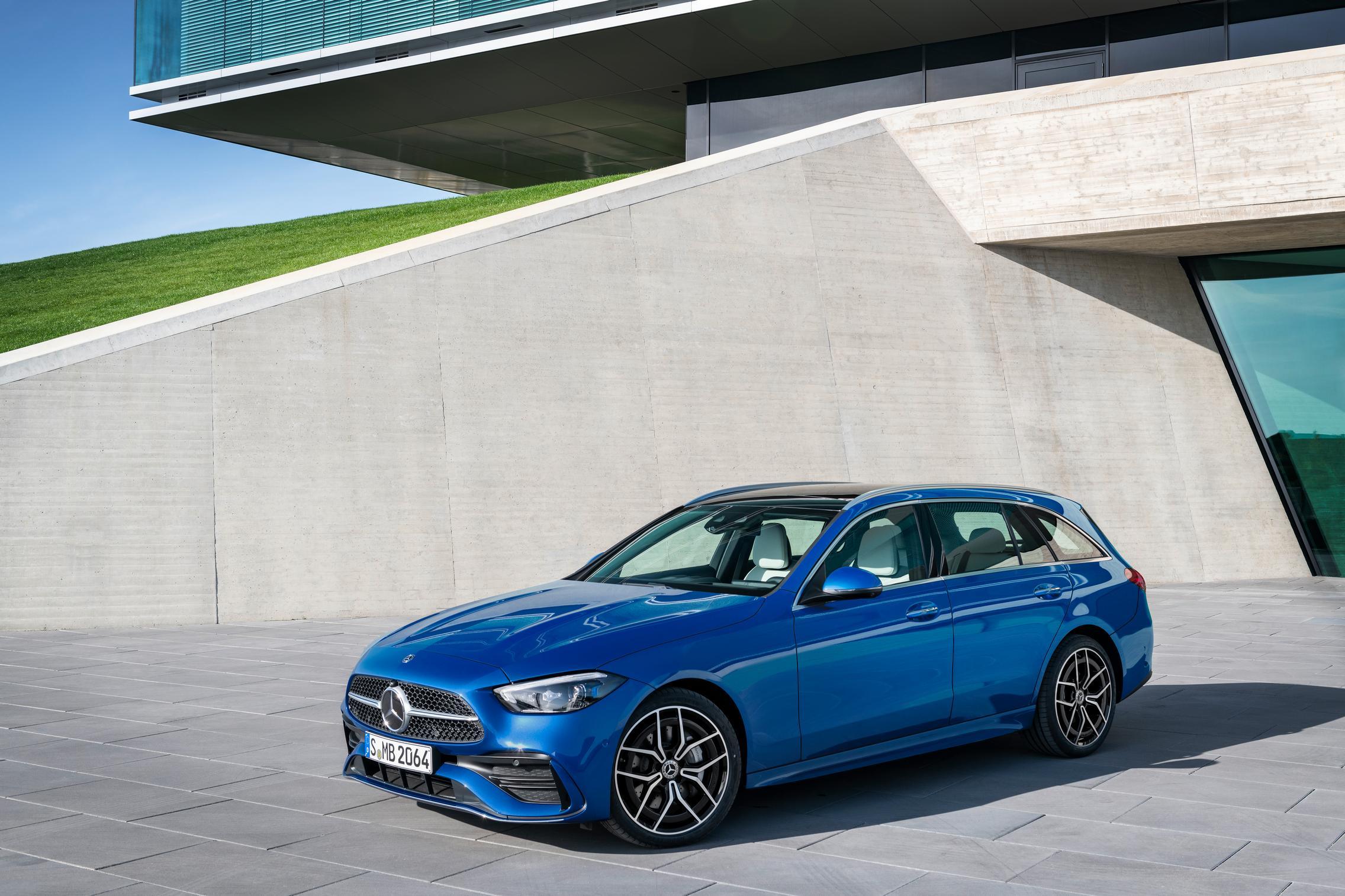 New-W206-C-Class-wagon-blue