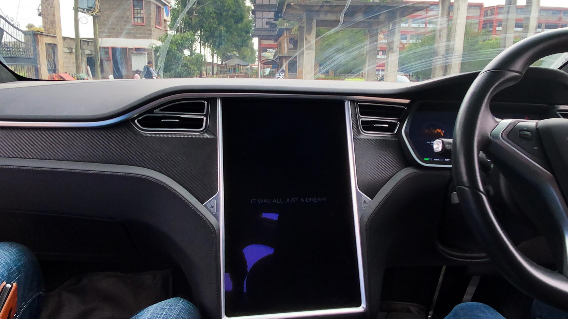 Telsa Model X screen