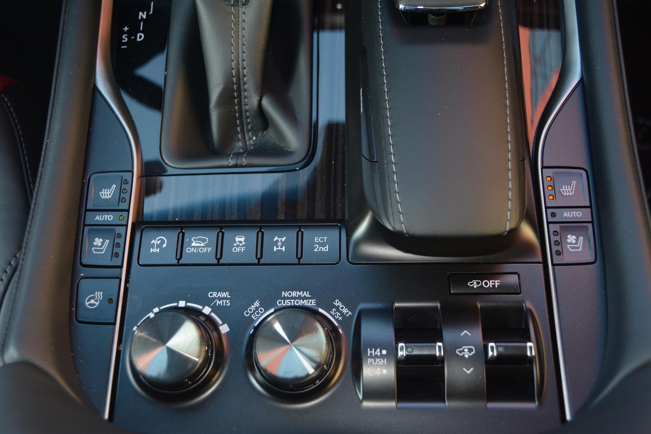 2021 Lexus LX570 center console