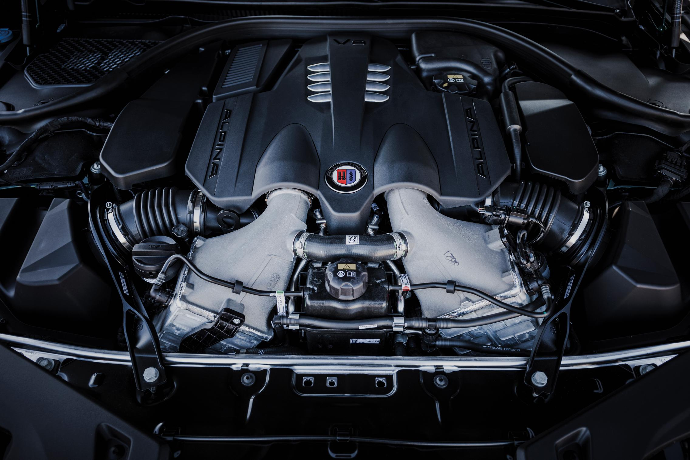 BMW-Alpina-B8-Gran-Coupe-engine