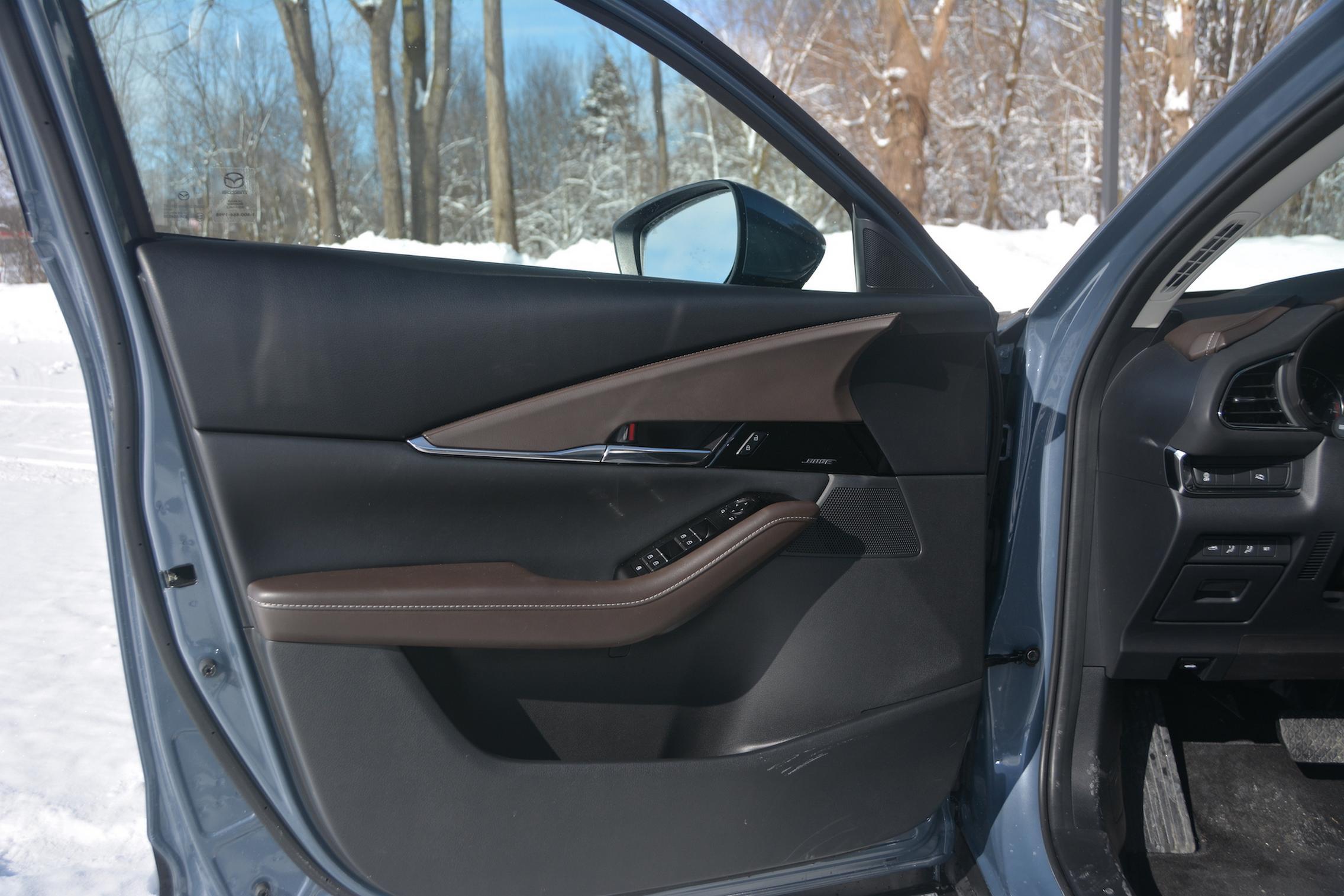 Mazda CX-30 AWD door