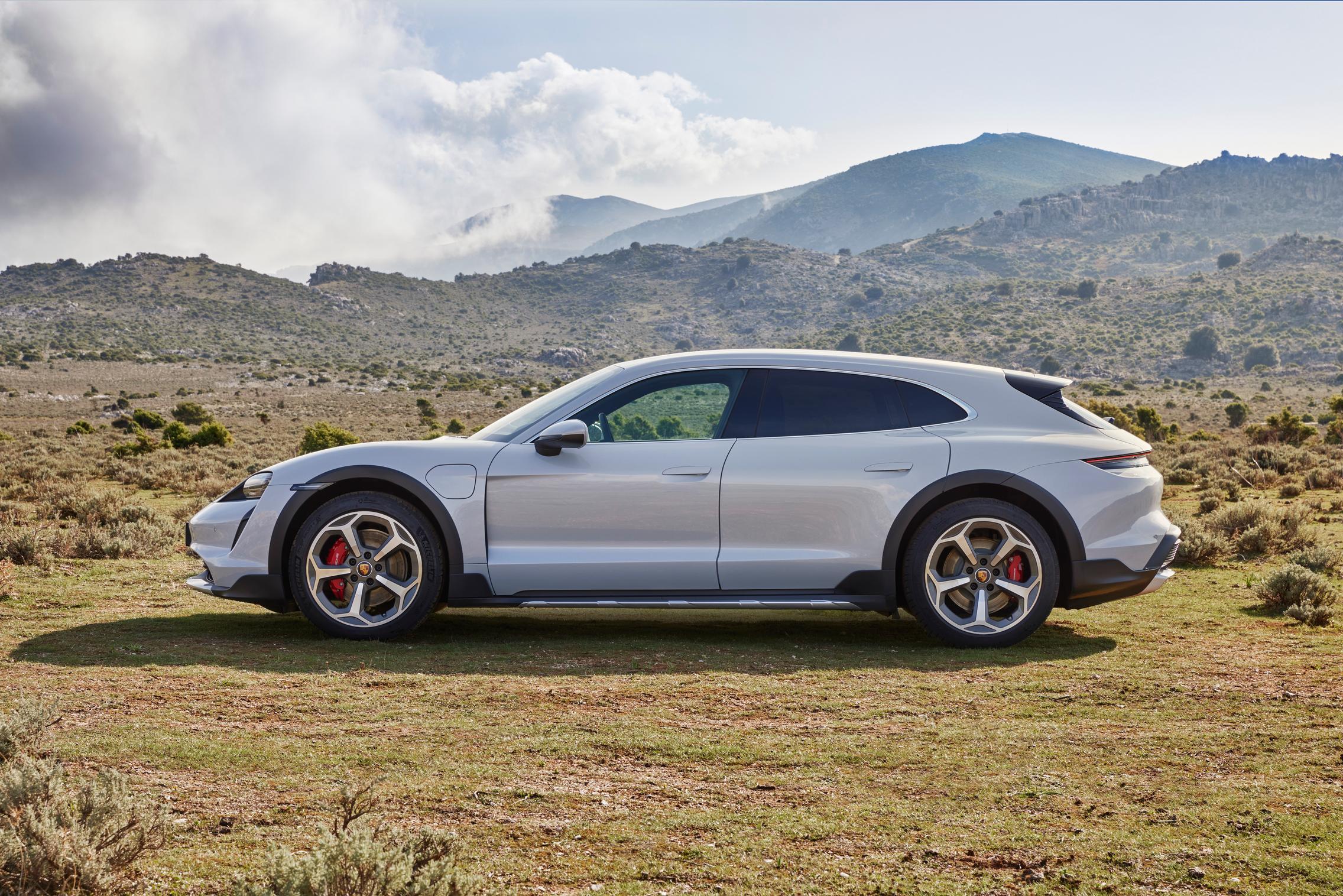 Porsche Taycan Cross Turismo side