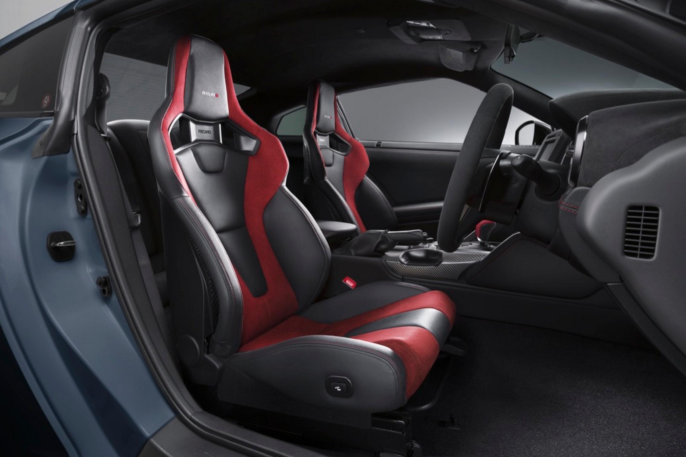 2022 Nissan GT-R Nismo seats