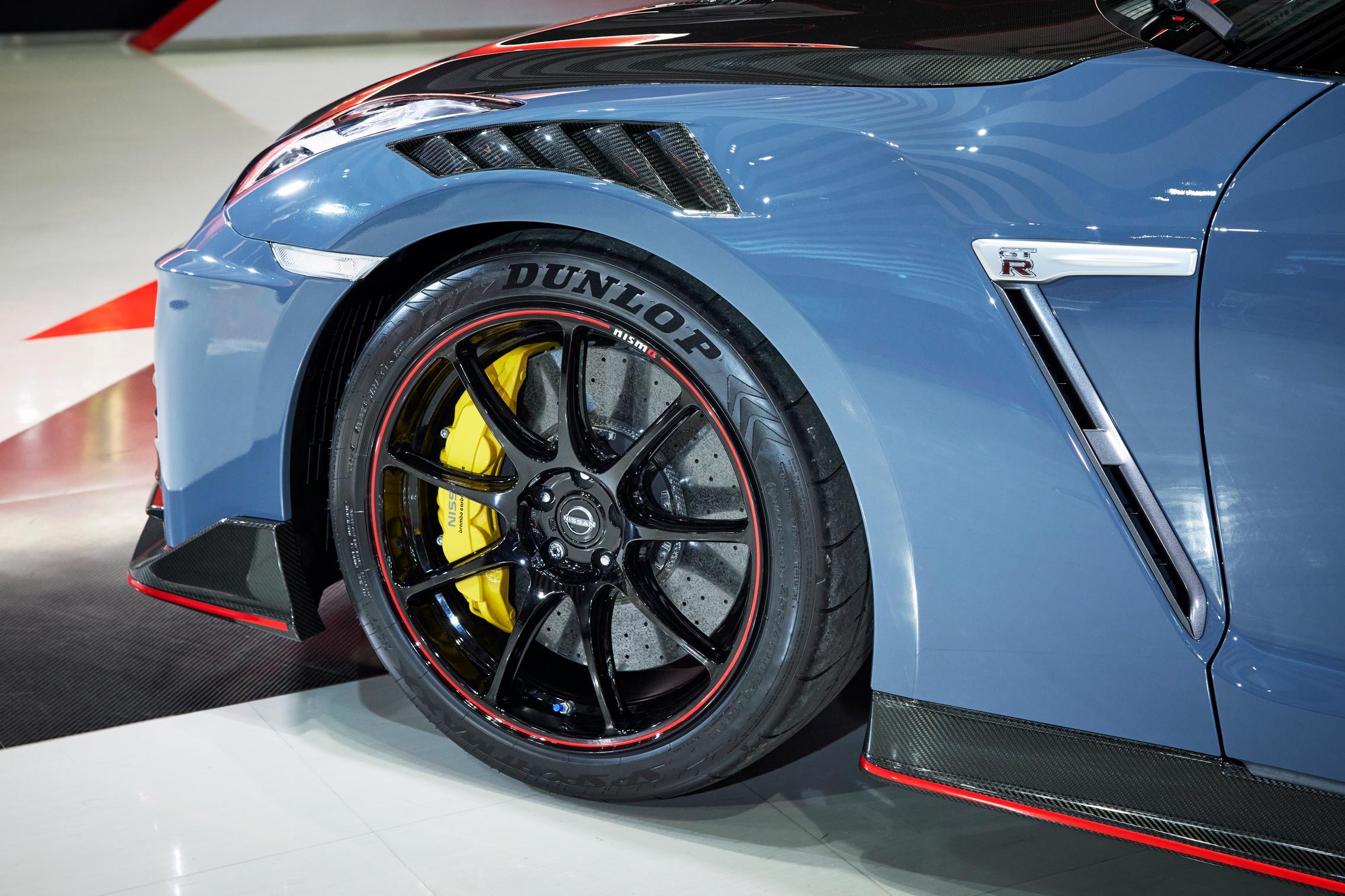 2022 Nissan GT-R Nismo wheels
