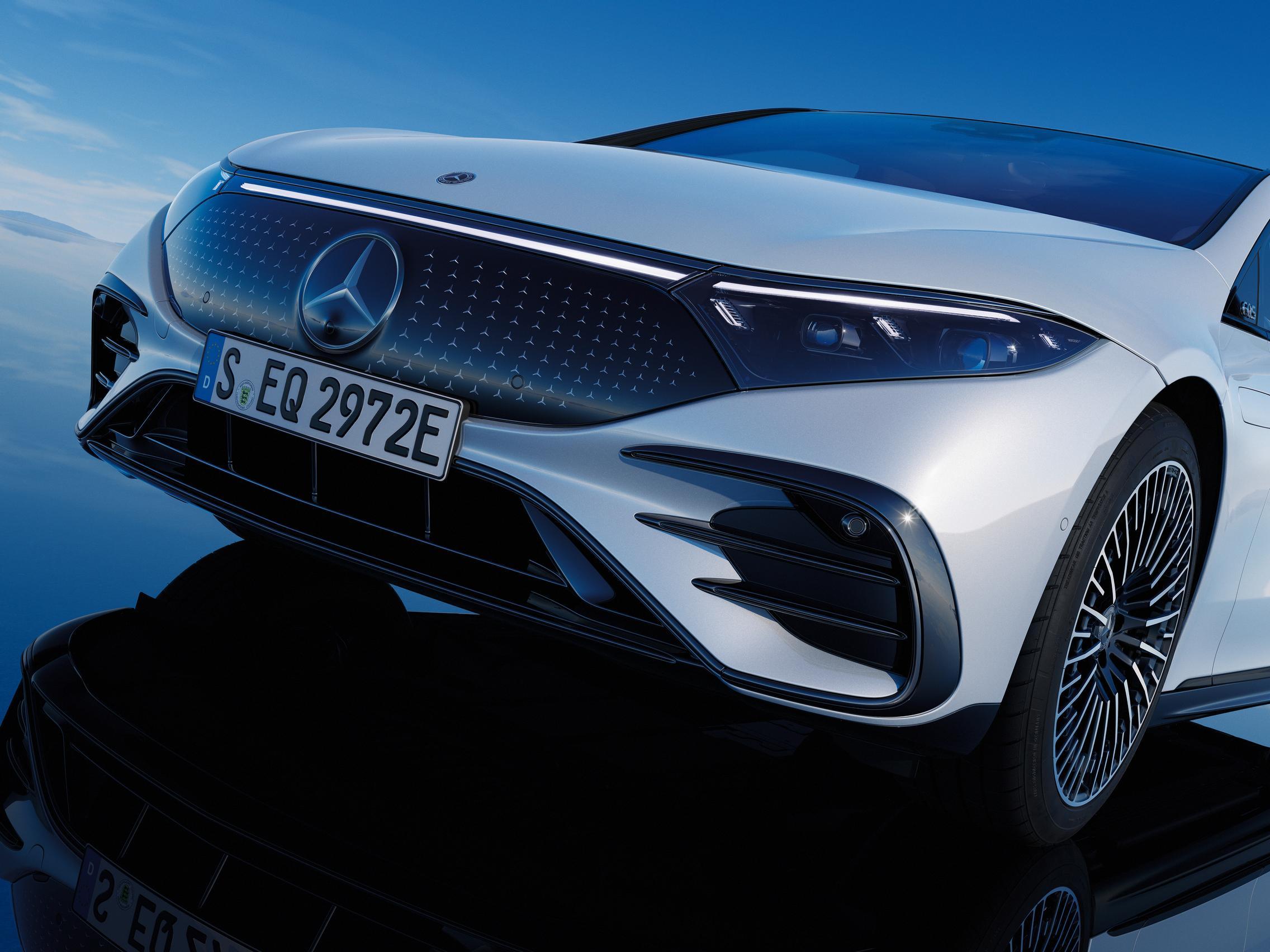 Mercedes EQS front grille