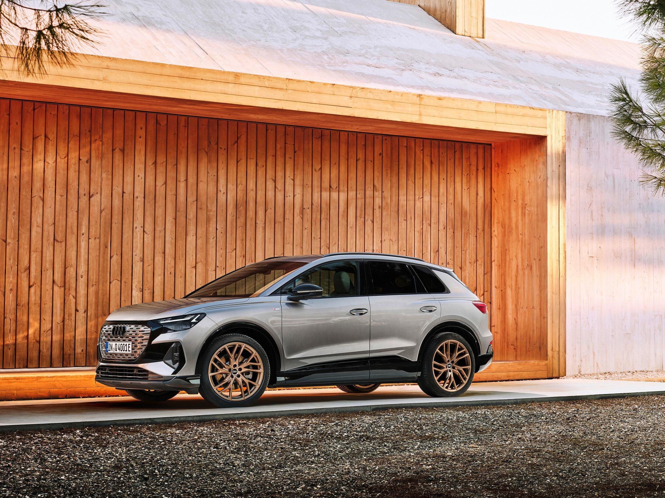 Audi Q4 50 e-tron side Edition 1