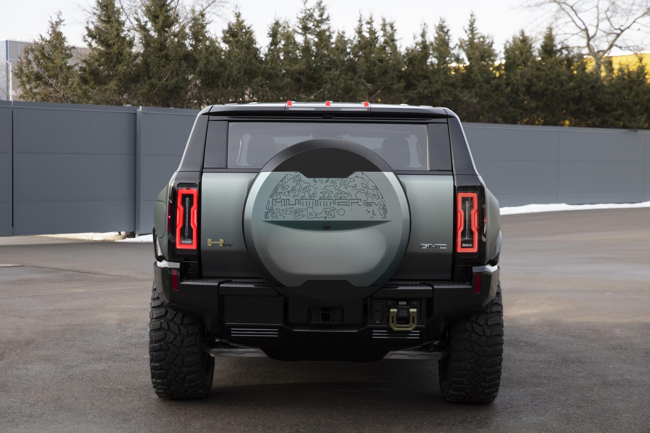 Hummer EV SUV wheel cap