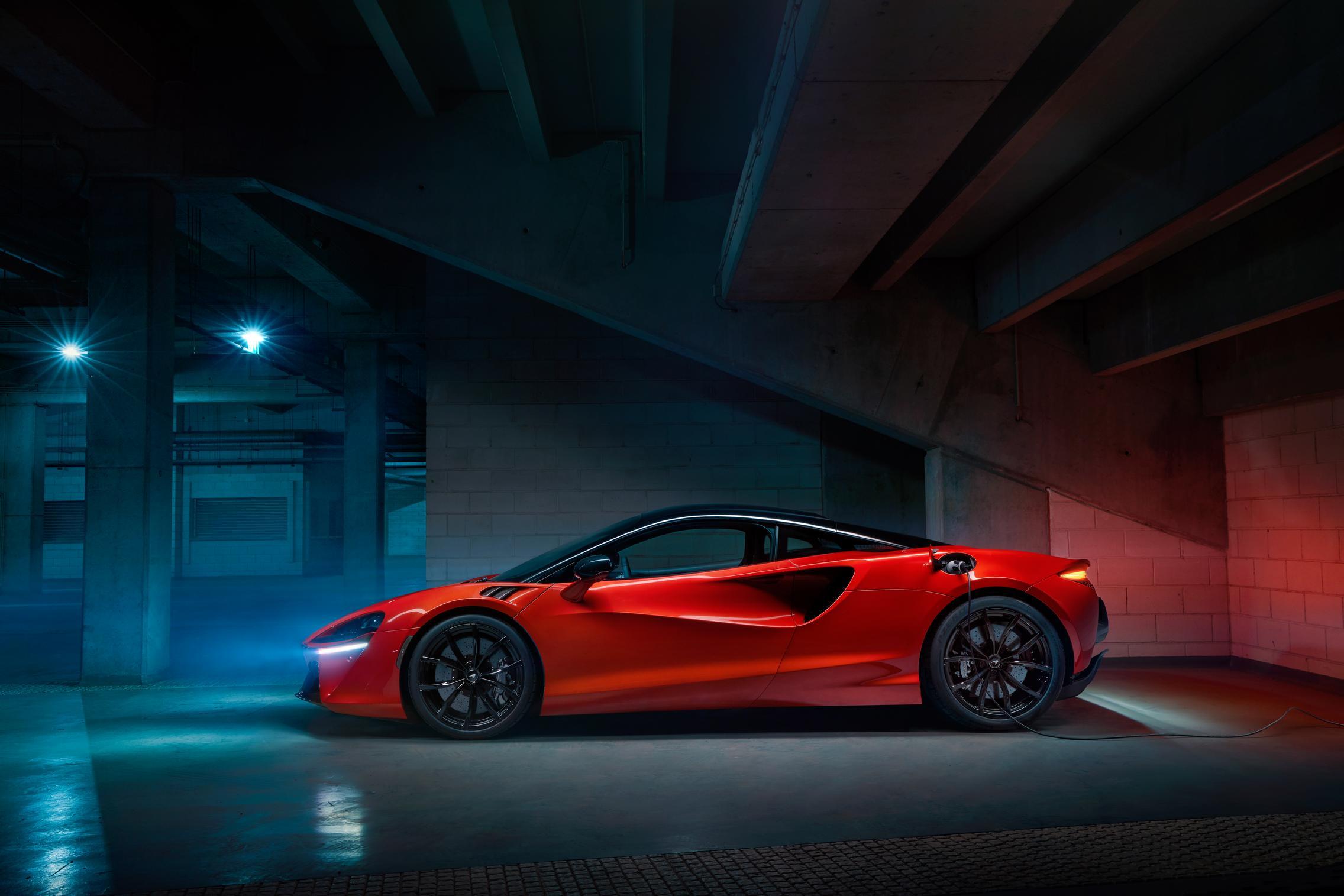 McLaren Artura side