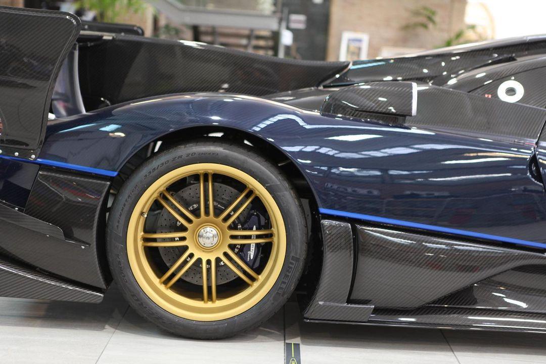 Pagani Zonda Revolucion wheels