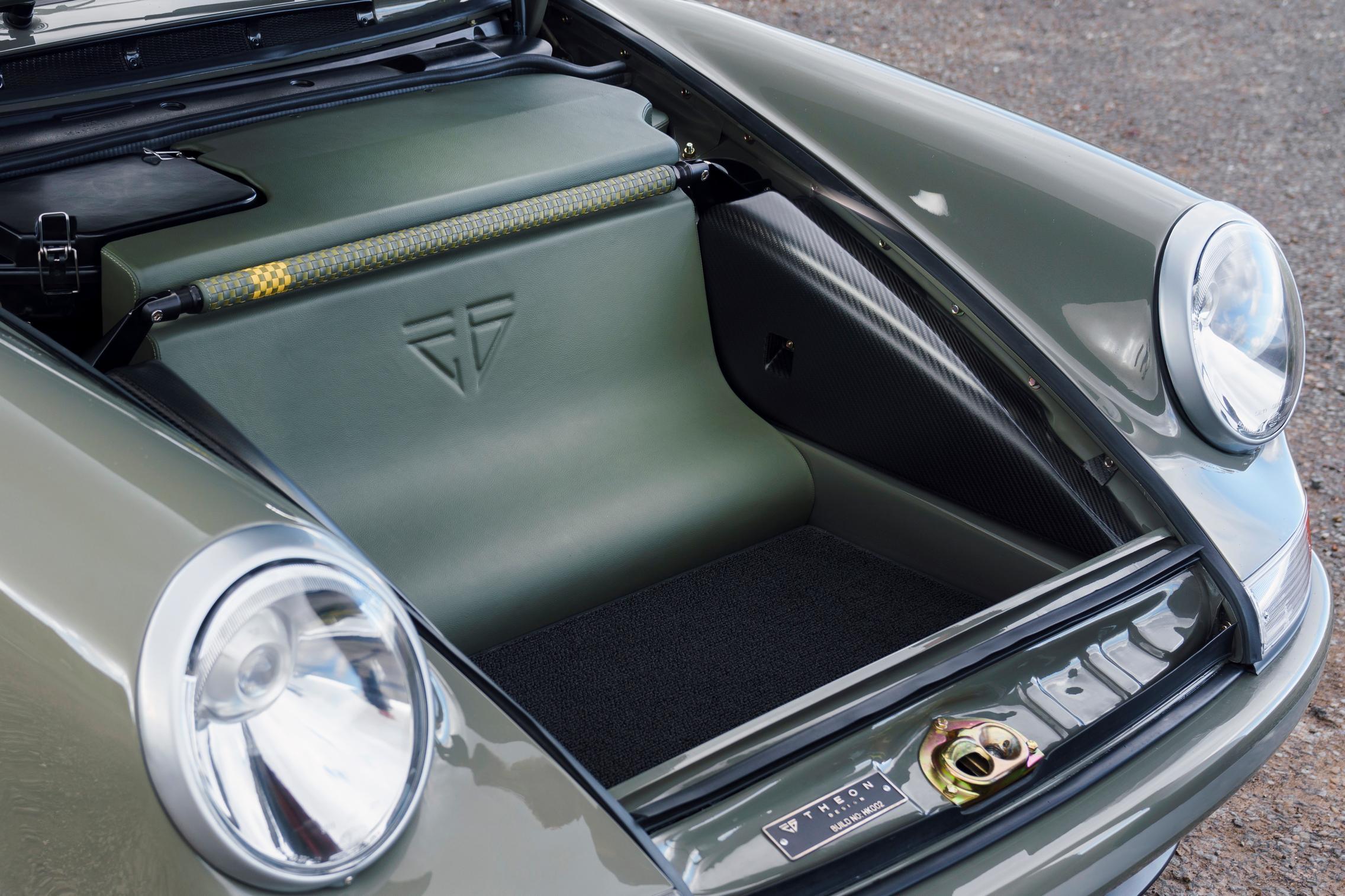 Porsche 964 trunk