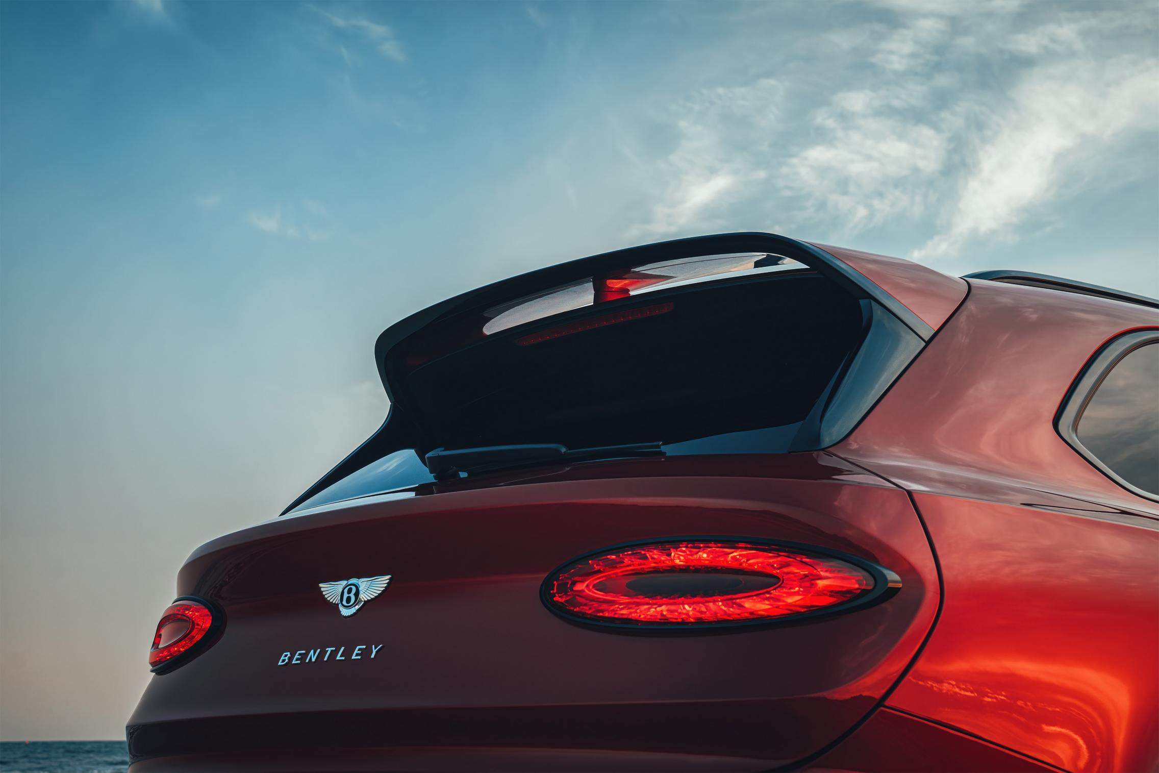 2021 Bentley Bentayga S rear lights