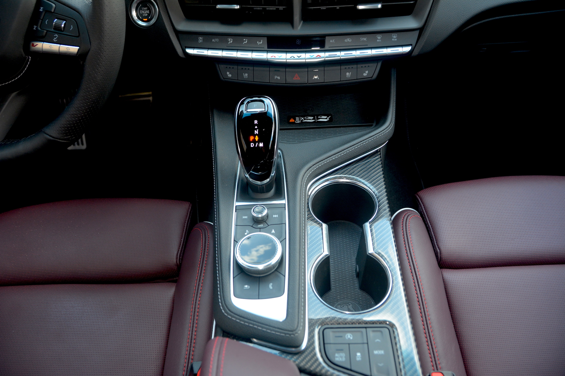 2021 Cadillac CT4-V cup holders