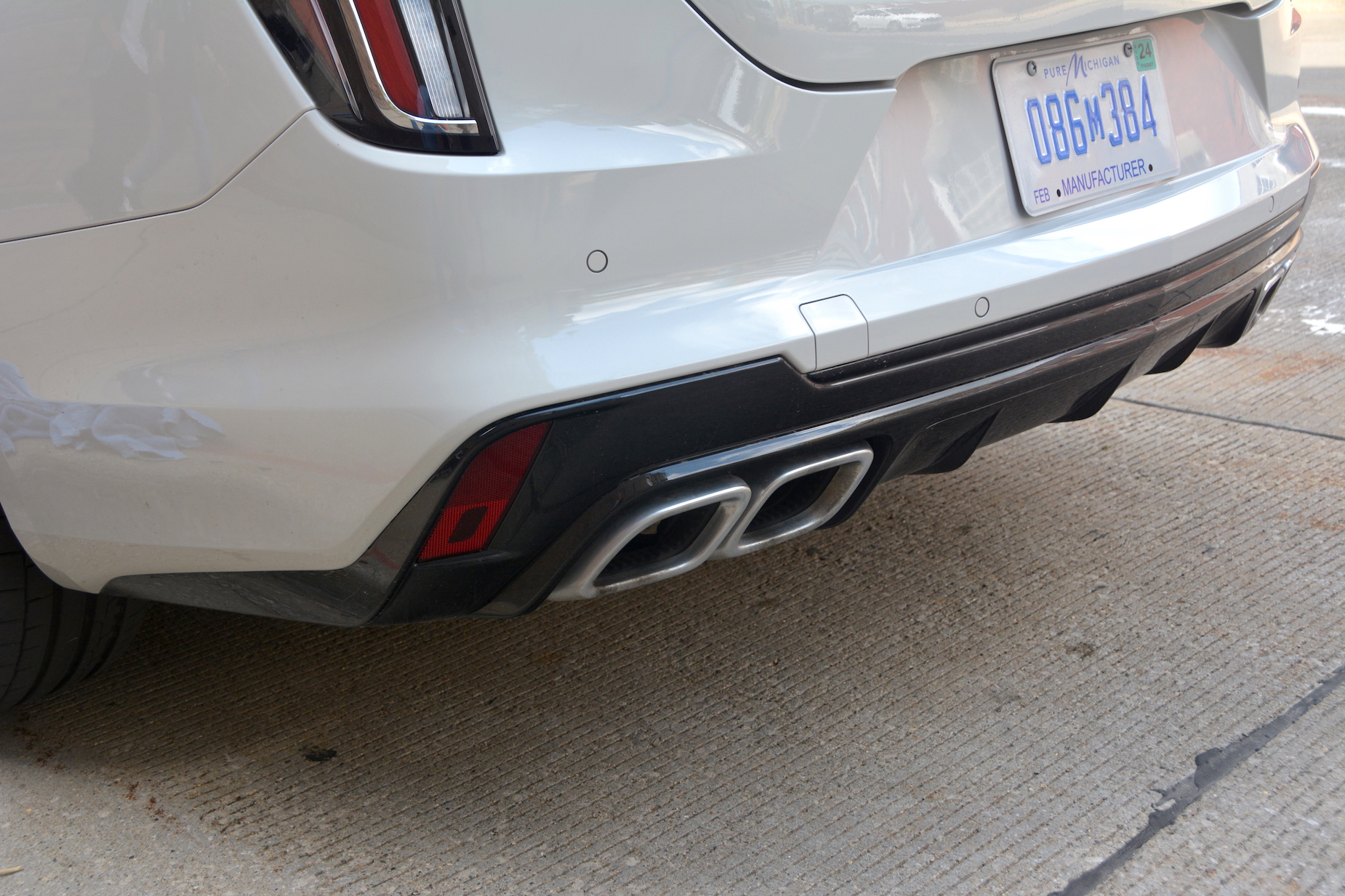 2021 Cadillac CT4-V exhaust tips
