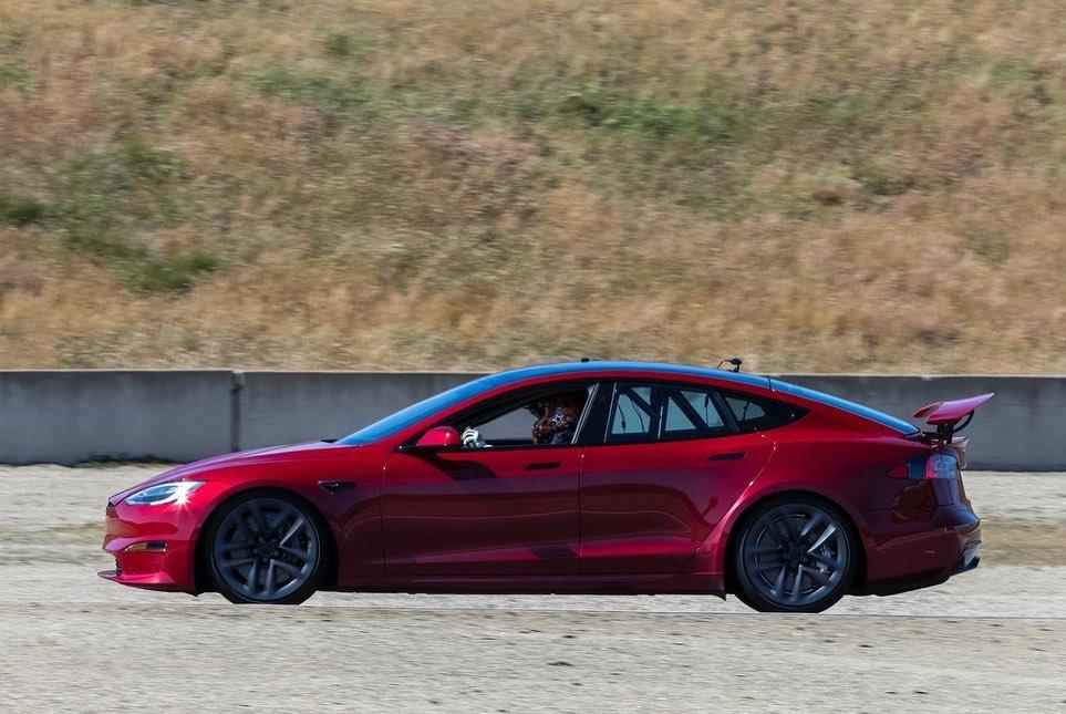 Tesla Model S Plaid rear wing