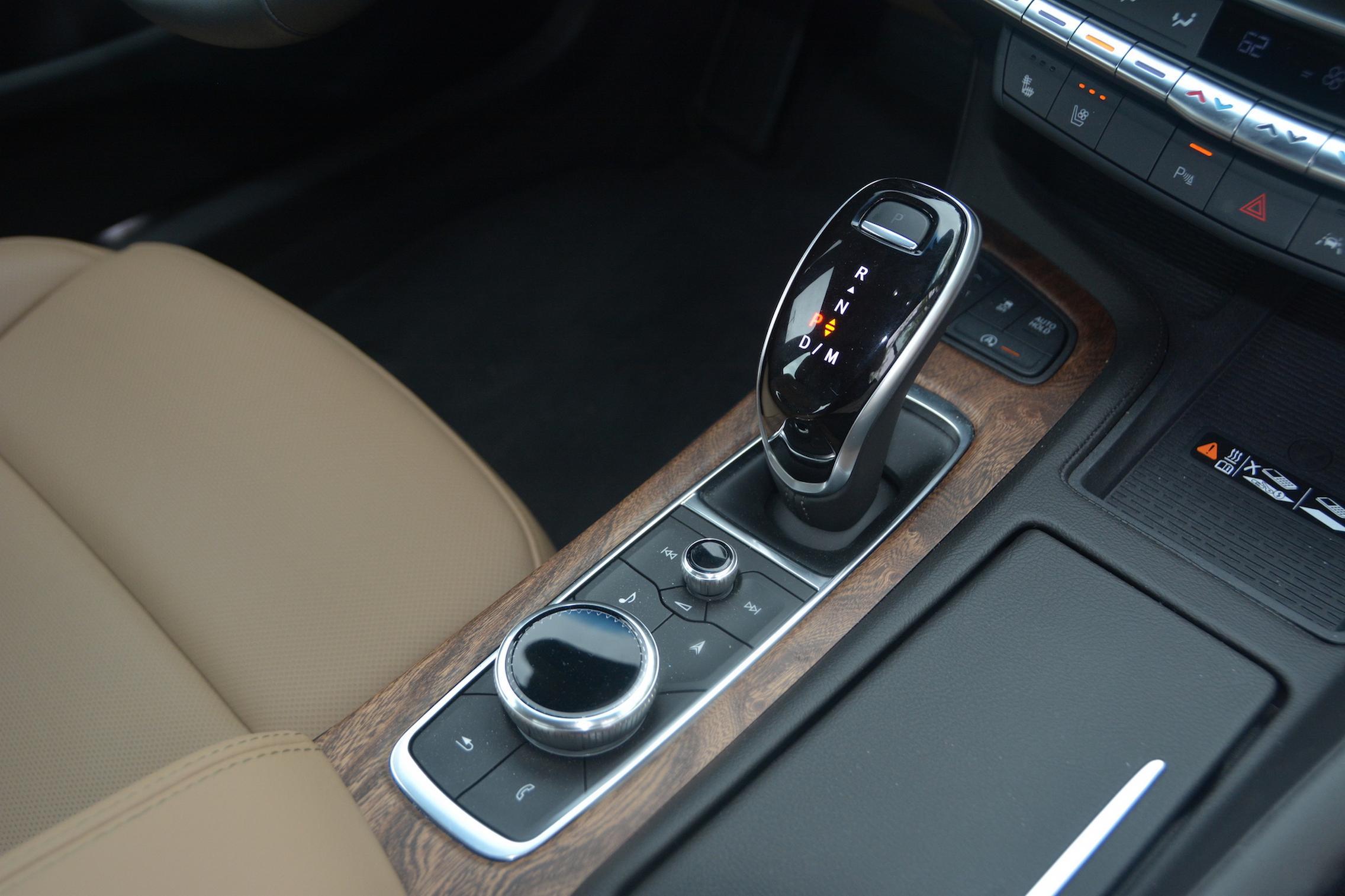 2021 Cadillac CT5 center console