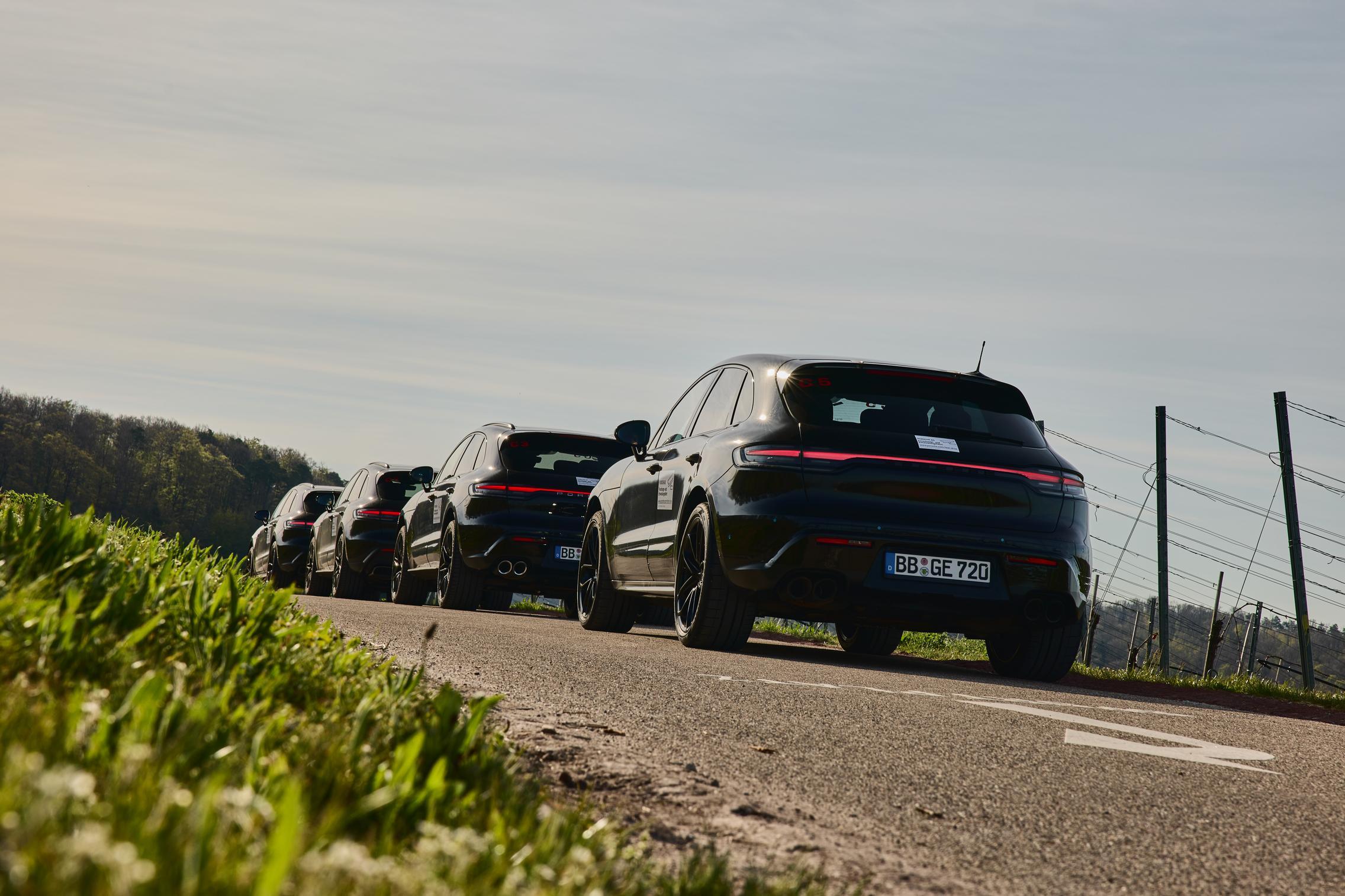 2022 Porsche Macan convoy