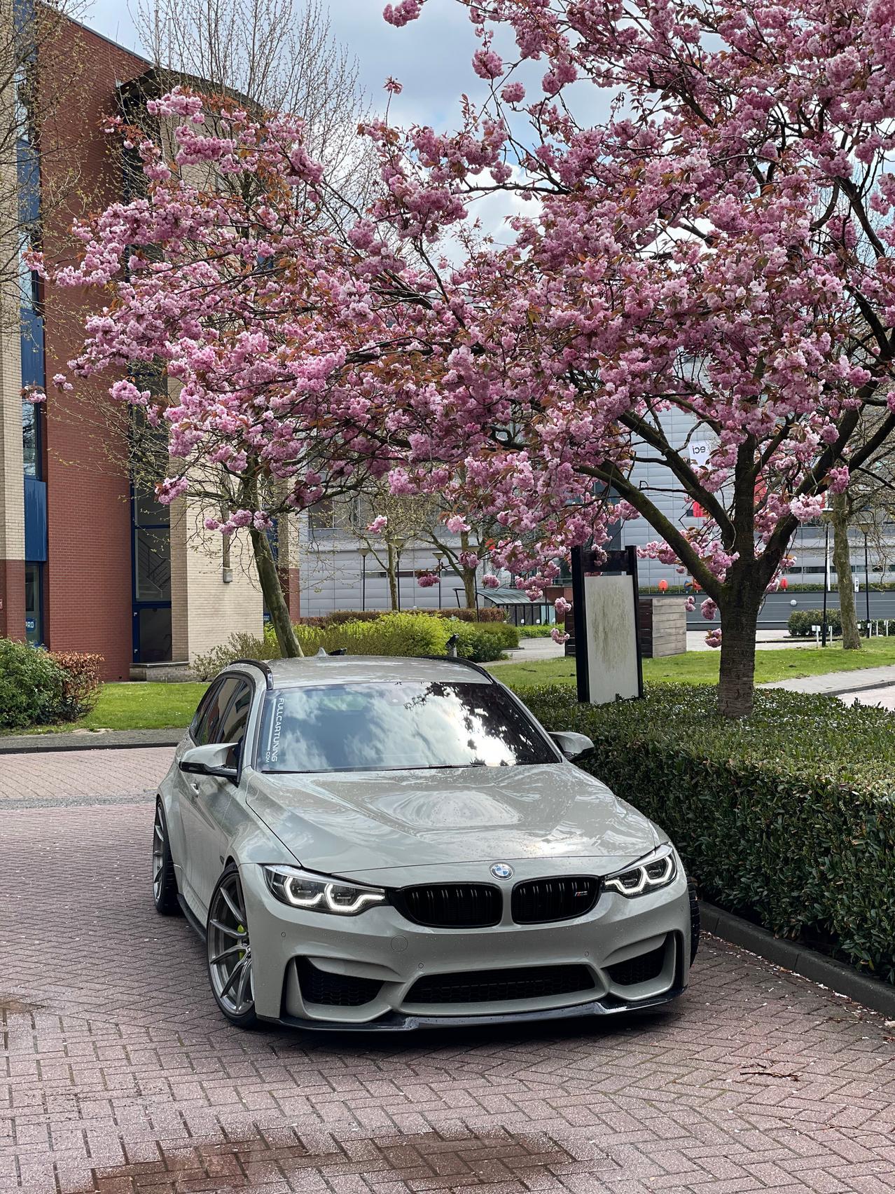 BMW M3 CS Wagon wallpaper