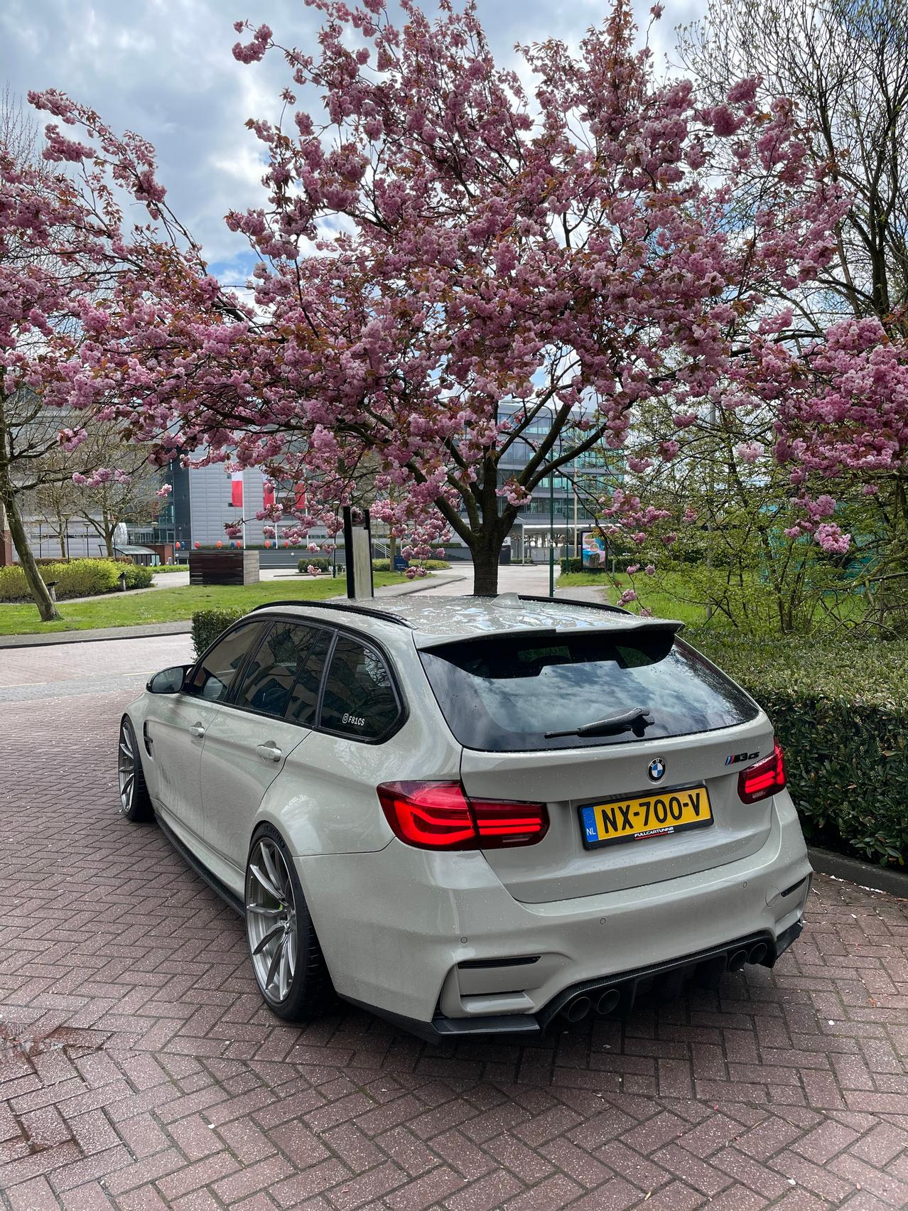 BMW M3 CS wallpaper spring
